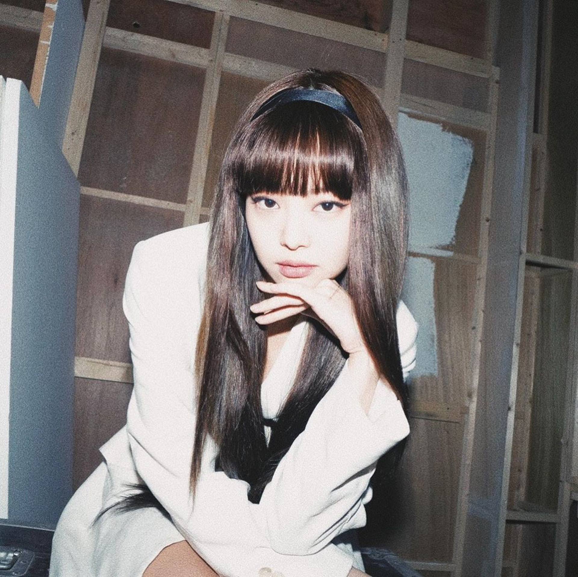 Jennie新造型。(IG@jennierubyjane)