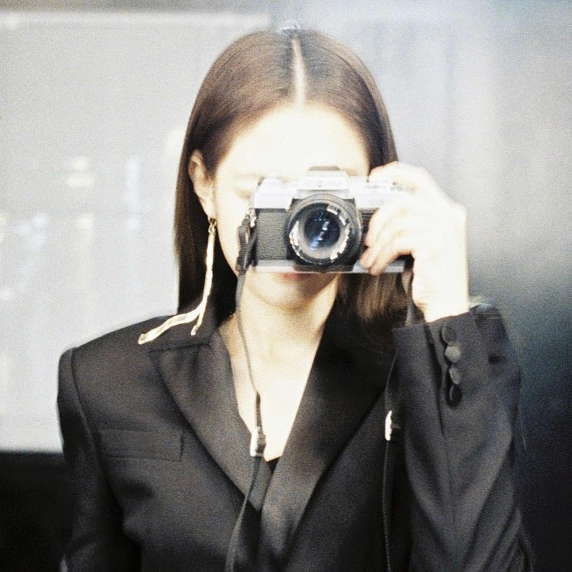 原來Jennie有另一個IG Account,多數是她的攝影作品。(IG@lesyeuxdenini)