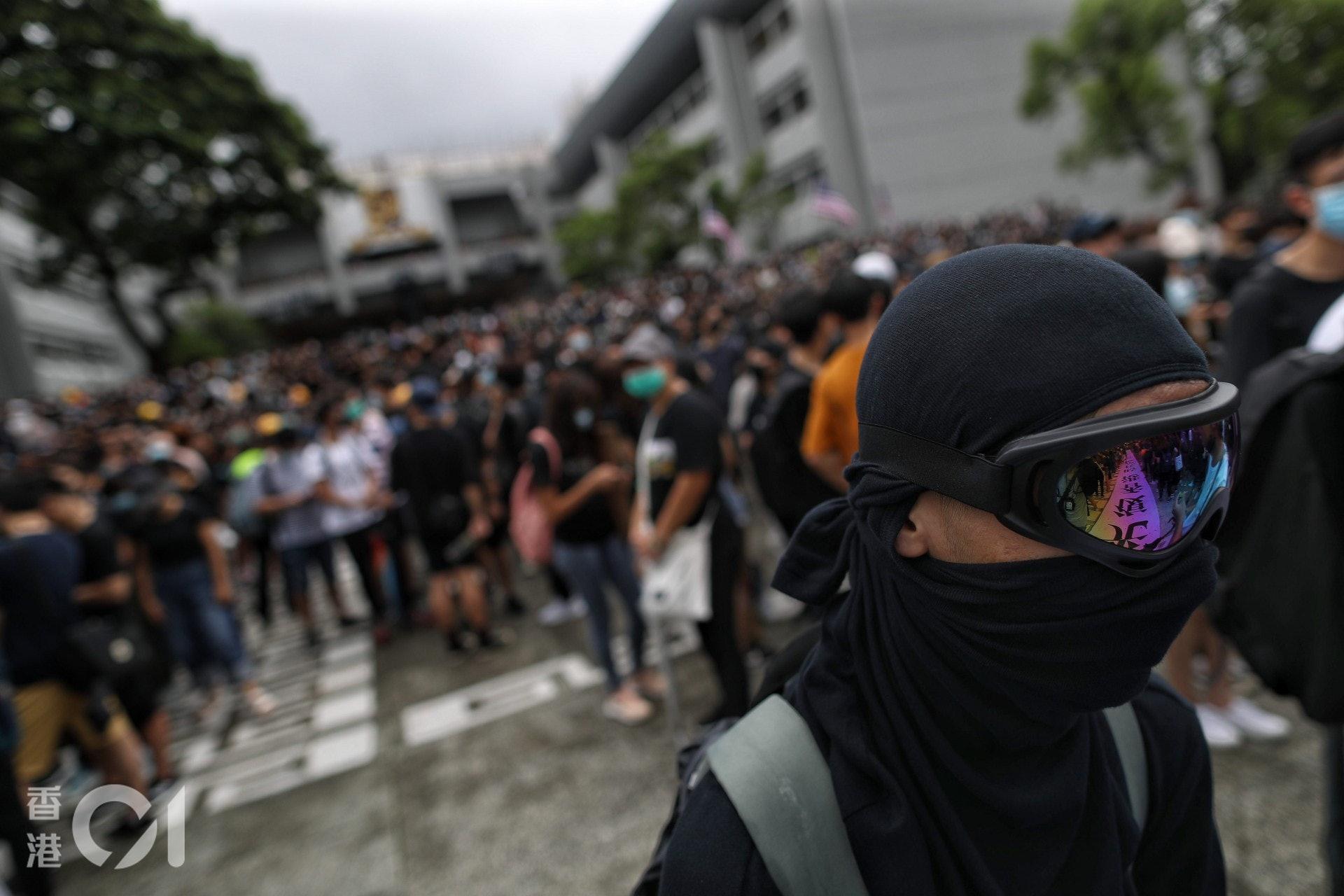 不少學生穿上全副裝備參與罷課集會。(曾梓洋攝)