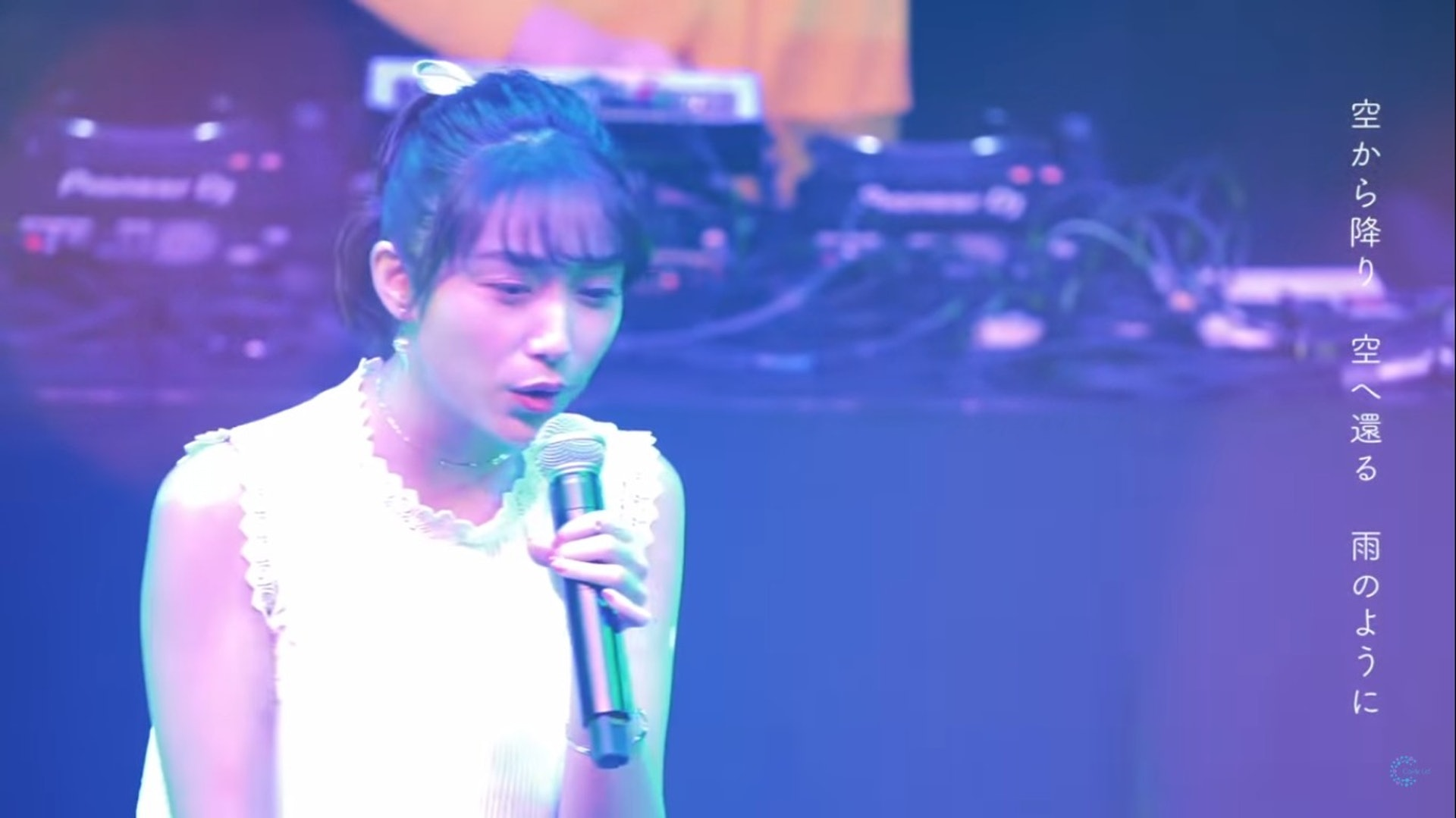 MV亦有上月Carrie在「Tokyo Bon Dance Fest 2019」的表演畫面。(YouTube/@Carrie Lai Official)