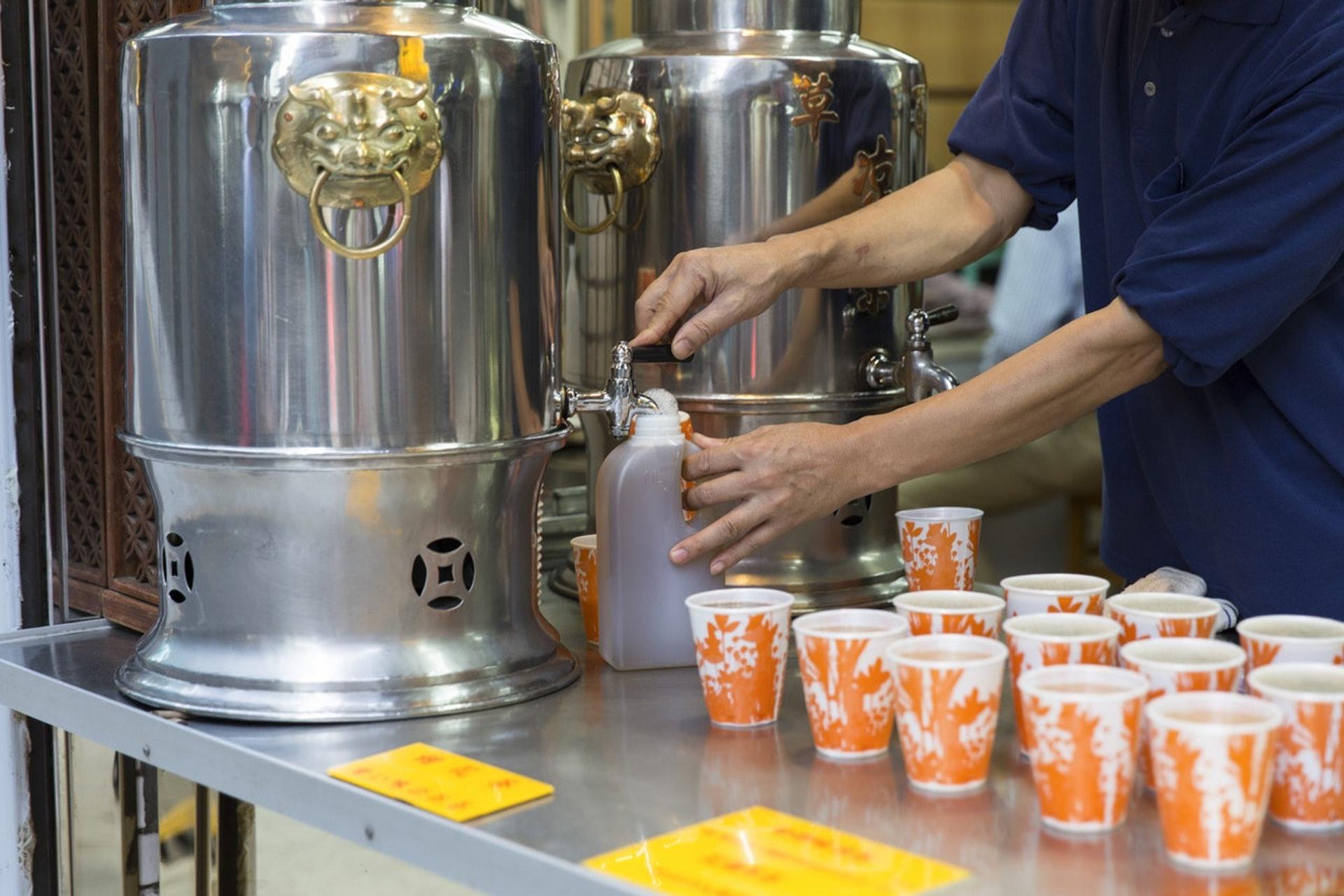 不少人生暗瘡時會買涼茶解毒下火,但原來是治標不治本。(資料圖片/葉璋時攝)