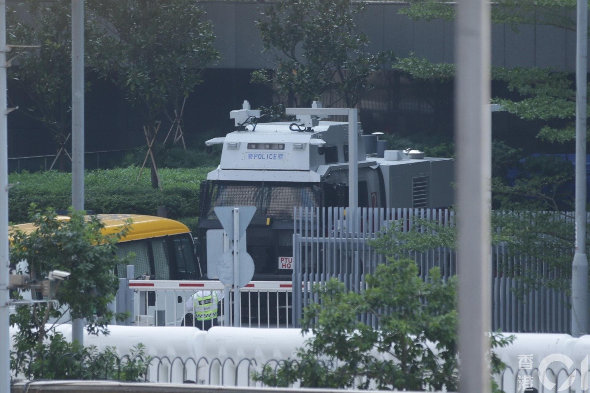 水炮車已進駐金鐘戒備。(黃偉民攝)