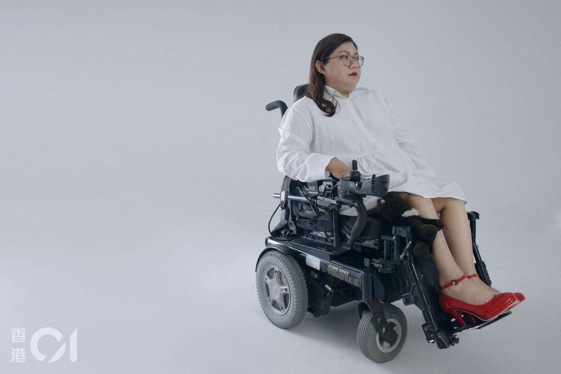 曾有慕殘者告訴Carmen,輪椅與人結合為一個活體,是一個科幻而性感的有趣組合。