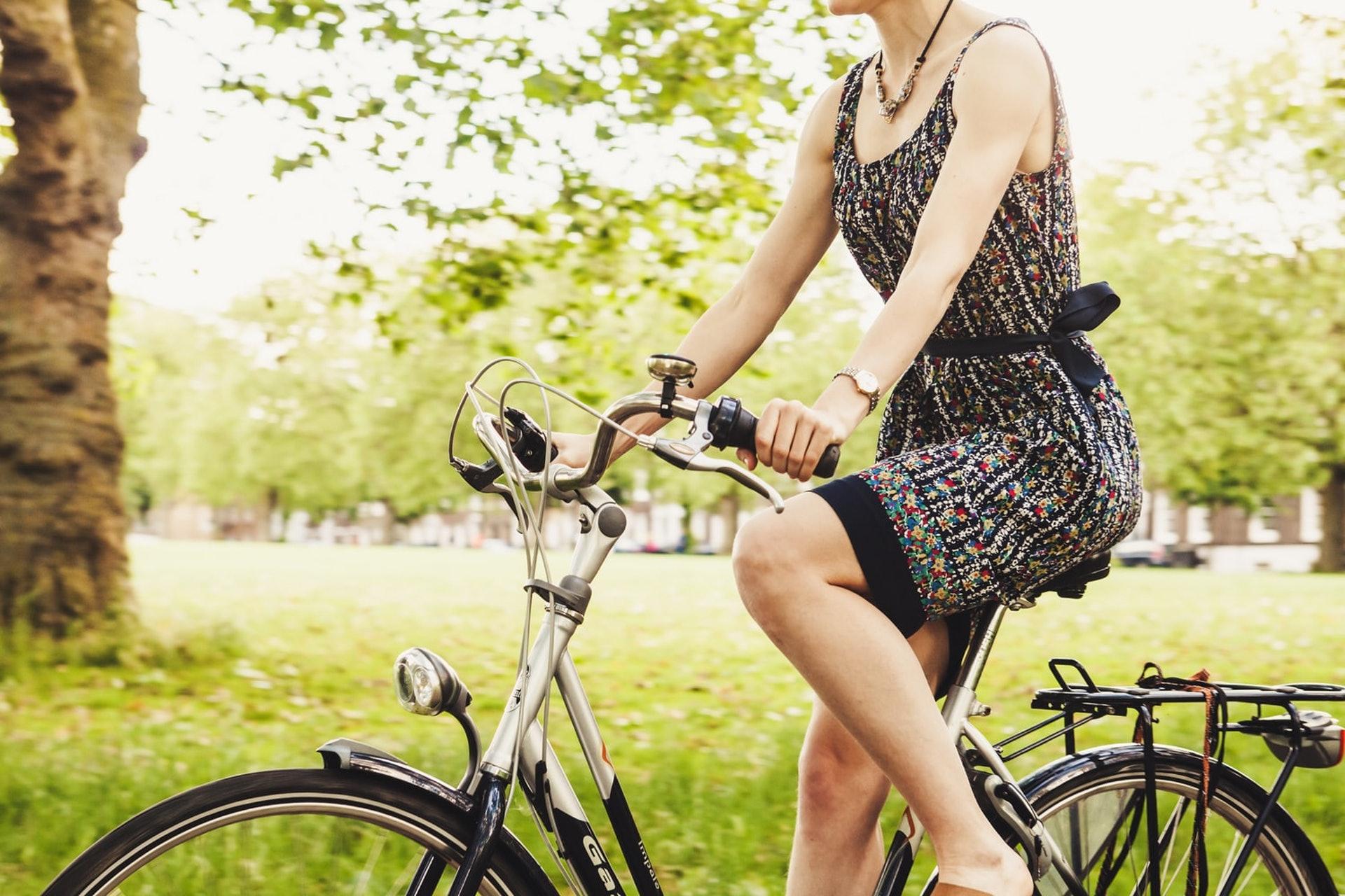 不少女生在月經期間都要盡量避開某些活動,但月經量少似乎可免去這些煩惱,因而令人容易忽略其嚴重性。(blubel/unsplash)