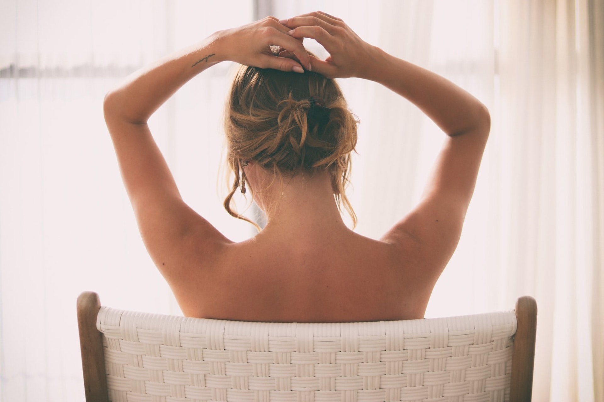 自我檢查乳房是關注乳房健康的第一道防線,女士們應培養這個習慣。(jernejgraj/unsplash)