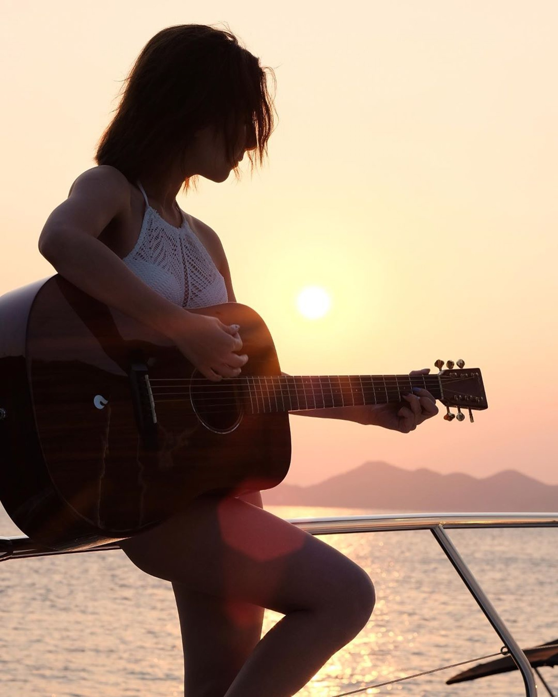 2012年起譚嘉儀開始透過影片分享網站 YouTube 發布其翻唱作品,以及自導自演音樂錄像。(Instagram/@kayeepo)