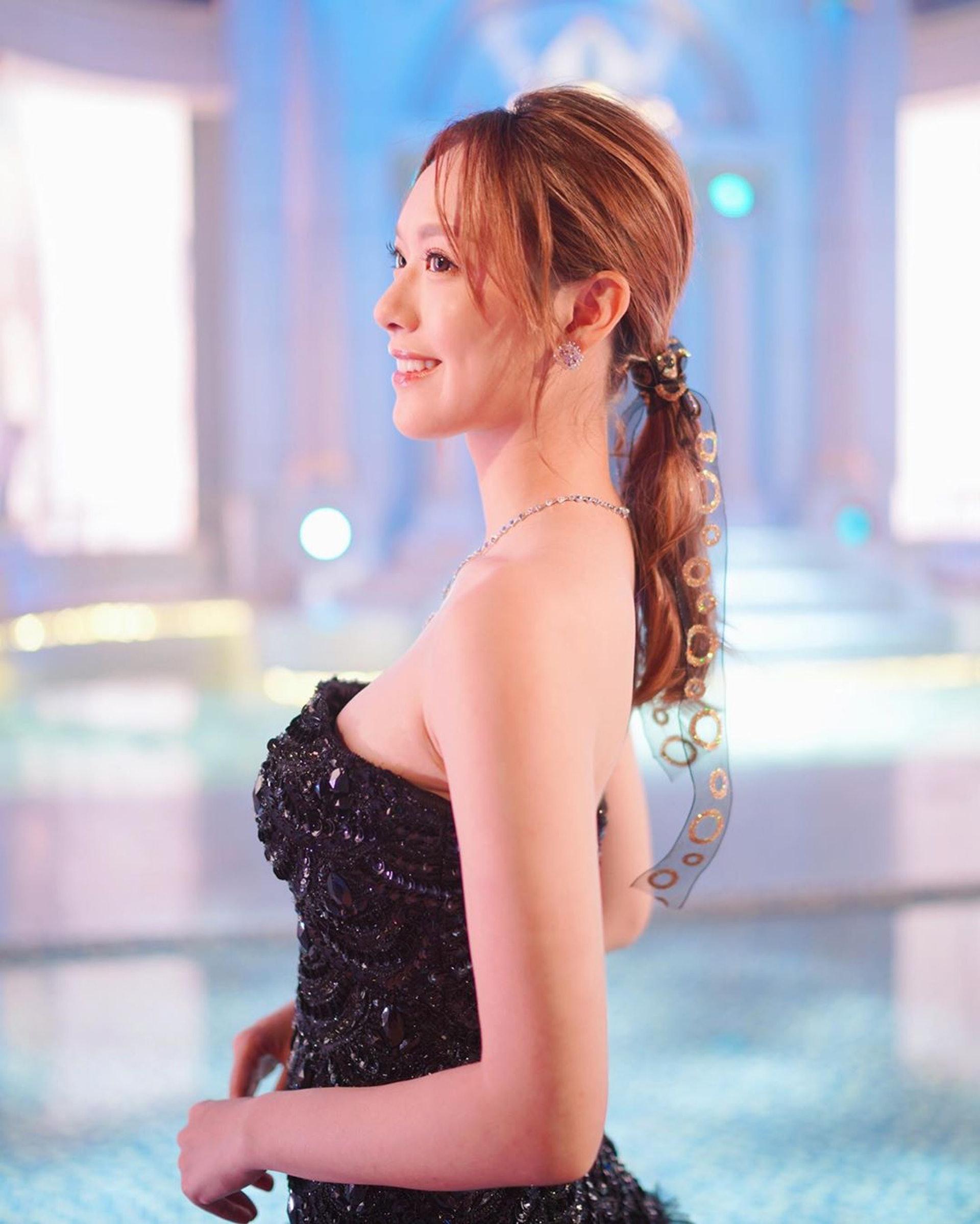 馮盈盈是《2016年度香港小姐競選》冠軍、《2017年度國際中華小姐競選》季軍。(Instagram/@crystalfyy)