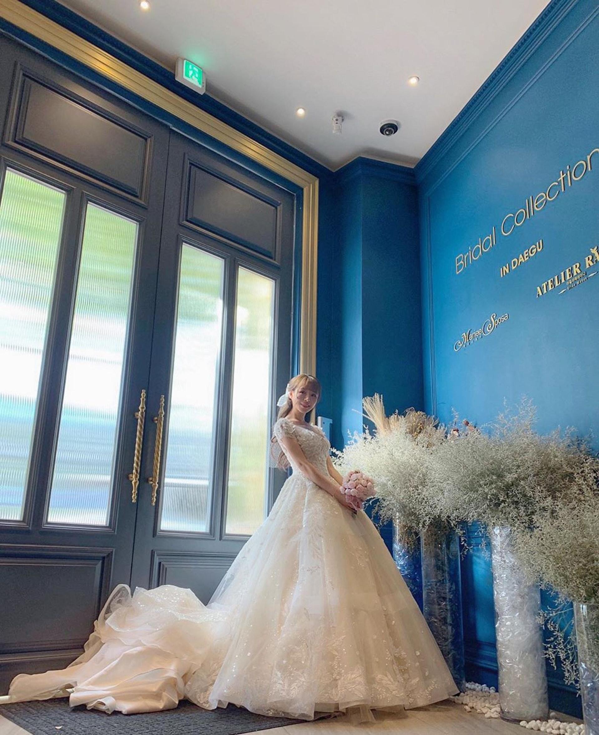 台灣女星元元近日在IG宣布「我們結婚了」,讓人好奇新郎是誰?(元元IG圖片)