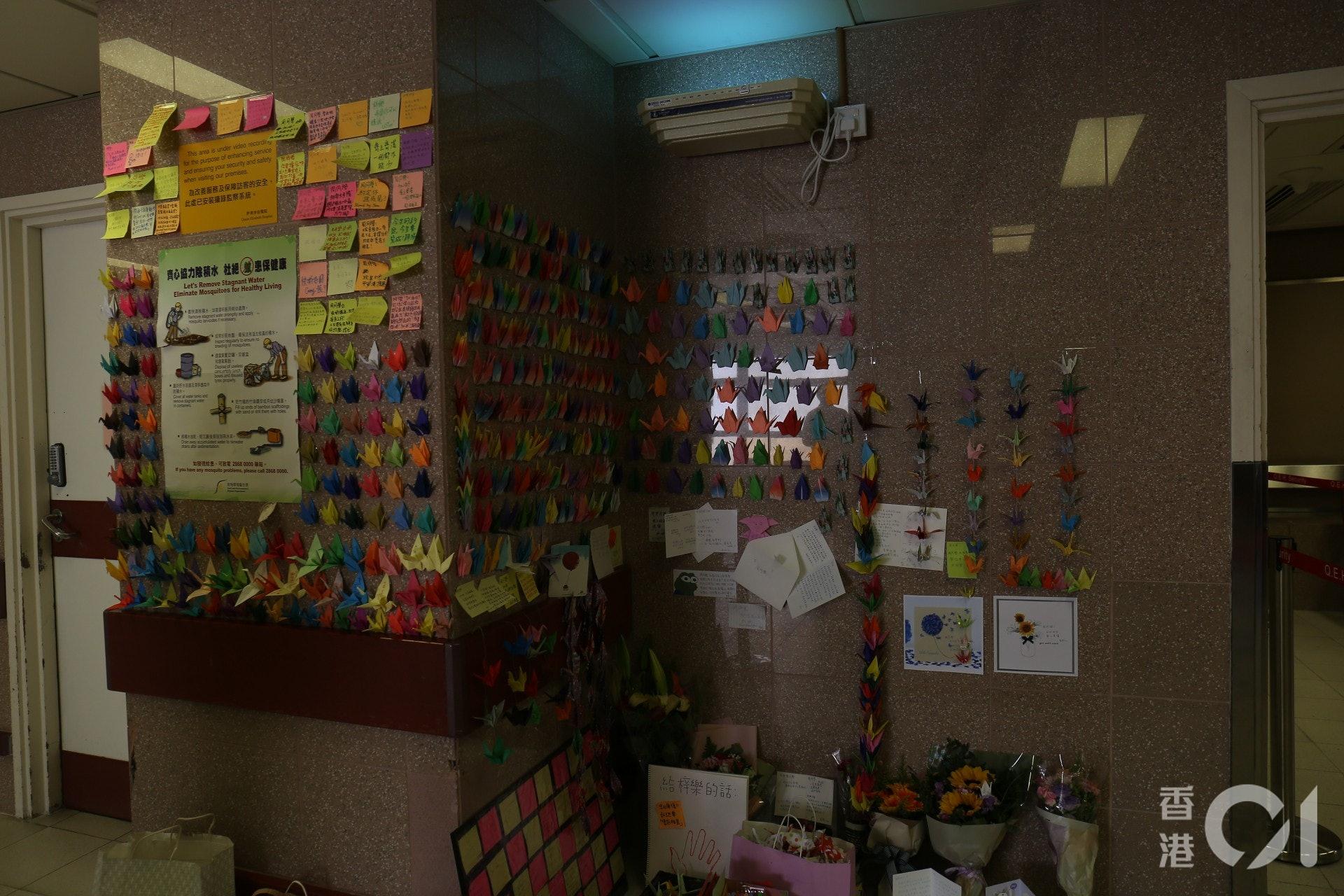周同學病房外牆身成連儂牆,祝福他早日康復。(邵沛琳攝)
