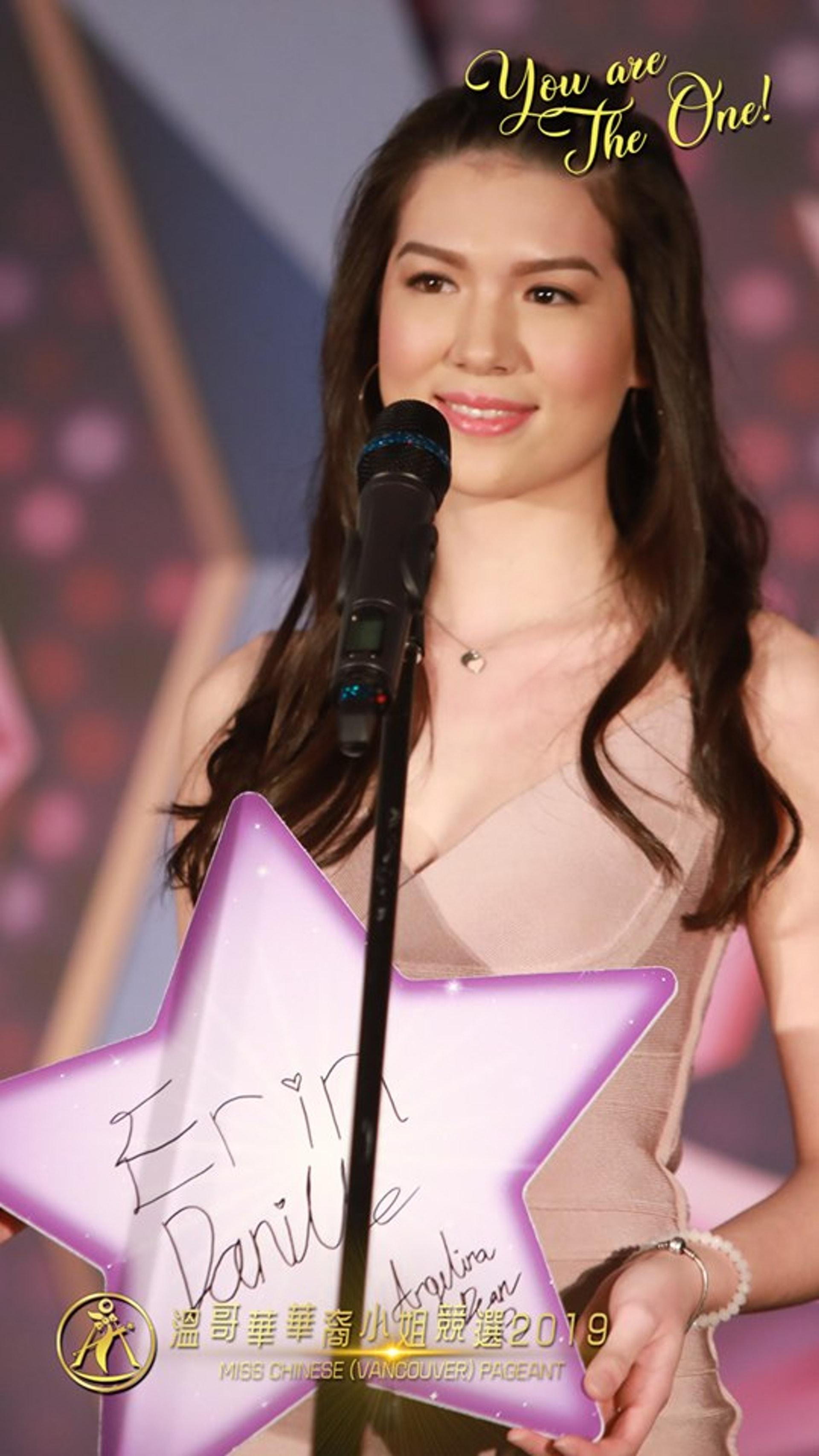Angelina外表比年紀略成熟一點。(Facebook圖片@溫哥華華裔小姐競選 Miss Chinese (Vancouver) Pageant)