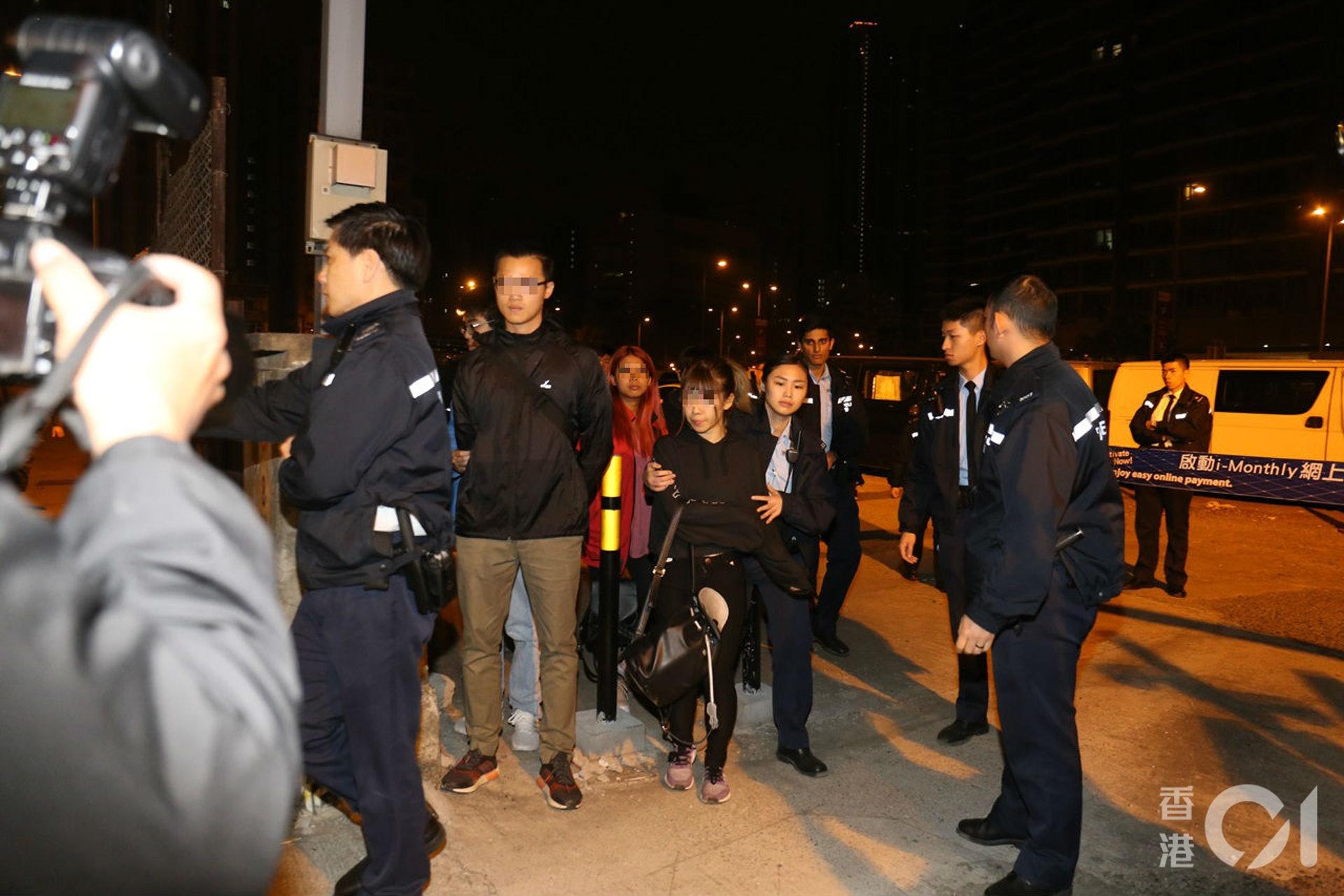 行動中四名男女被捕。(劉定安攝)