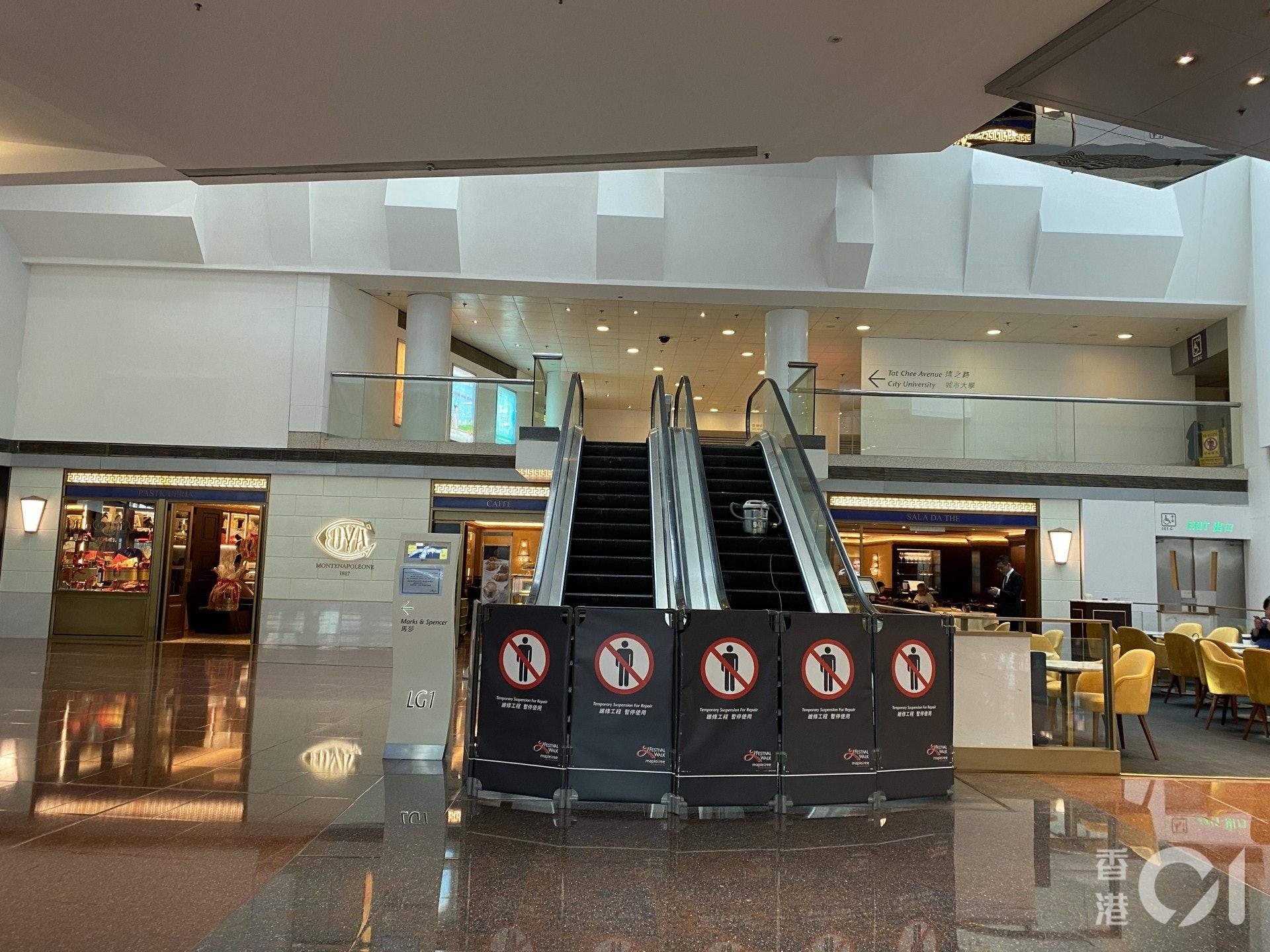 商場電梯未修復完成,部分仍在維修中。(陳諾希攝)