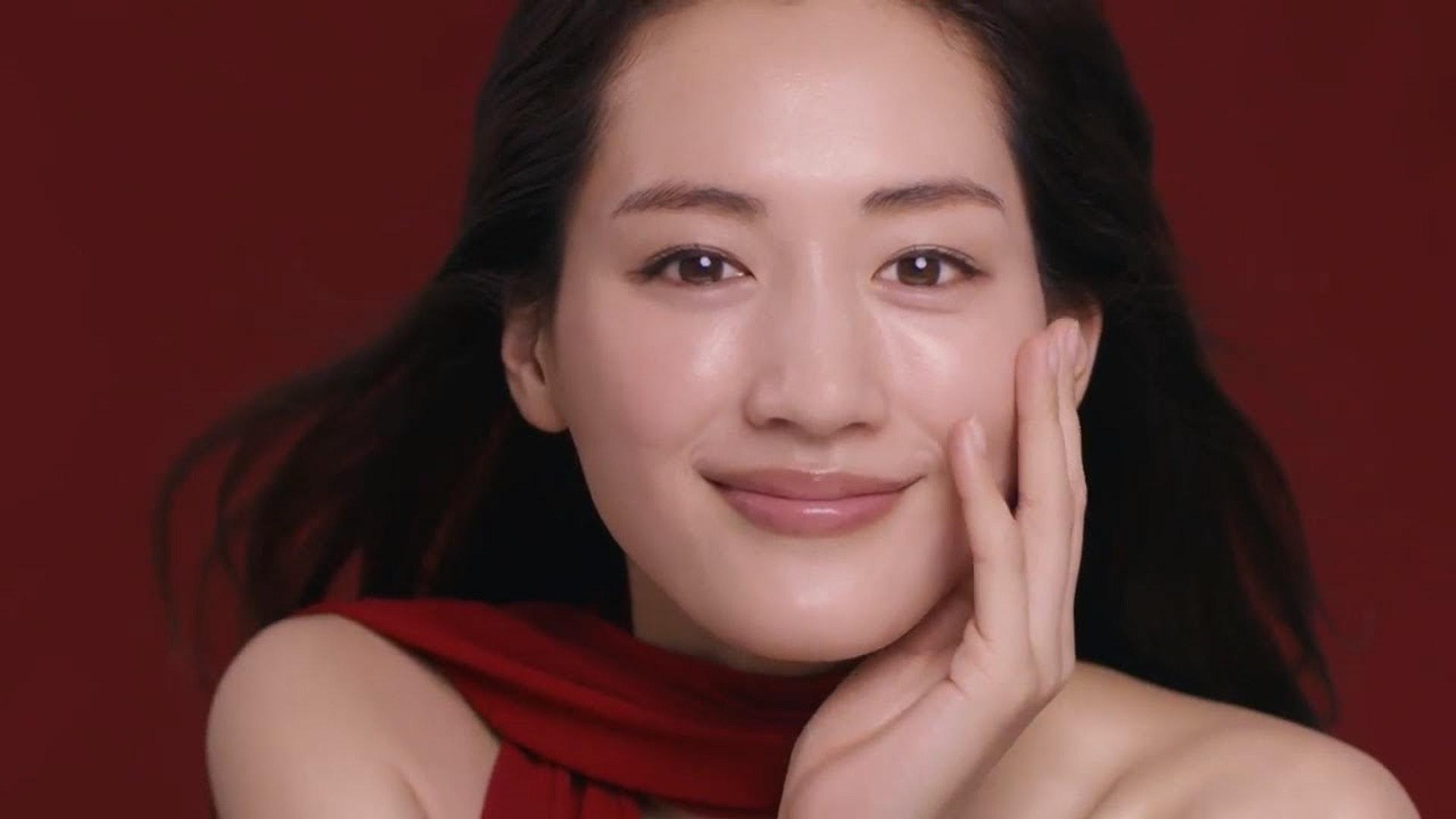 綾瀬遙可說是深得日本人心的一位演員 (SK-II廣告)