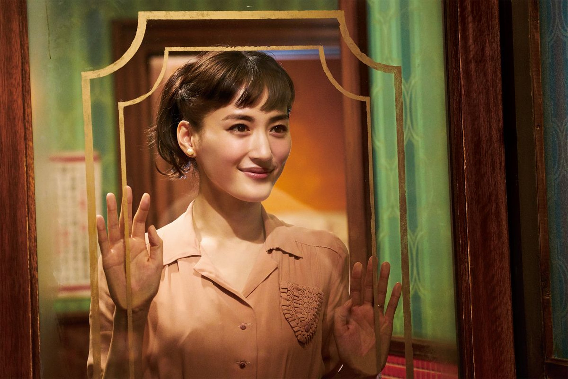 綾瀬遙現時勇氣挑戰不同的劇路 (《今夜,在浪漫劇場與妳相遇》劇照)