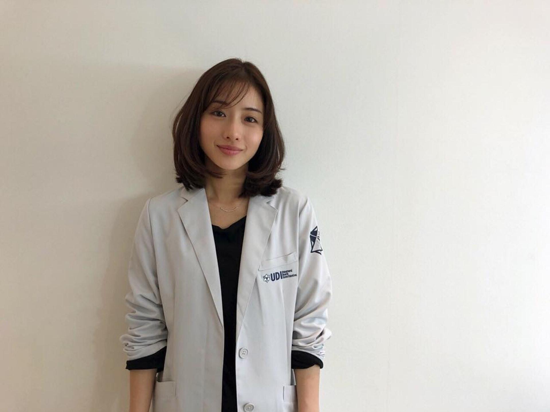 石原里美在劇集上的穿搭總是成為日本女生潮流的指標 (ig@satomisquad)