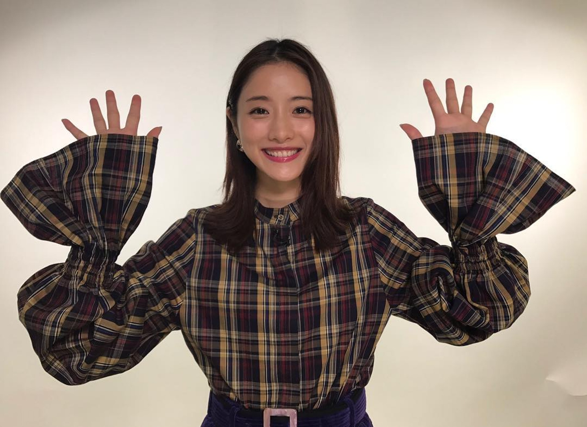 石原里美除了拍劇外,也會參與日本的綜藝節目 (ig@satomisquad)