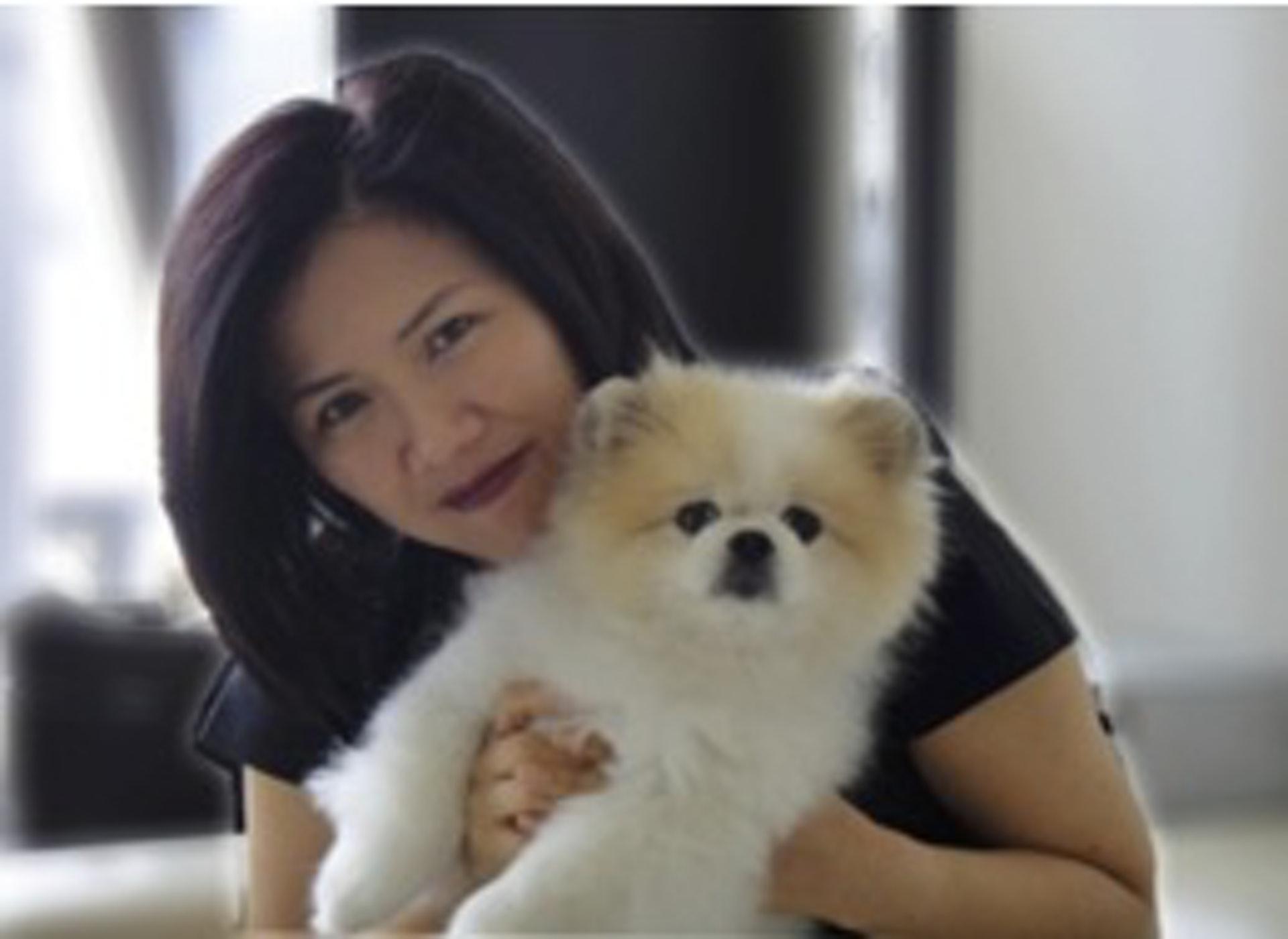 周巧兒曾公開表示有飼養狗隻,並公開合照。但不能確定此狗是否病毒呈弱陽性的狗隻。(網上圖片)