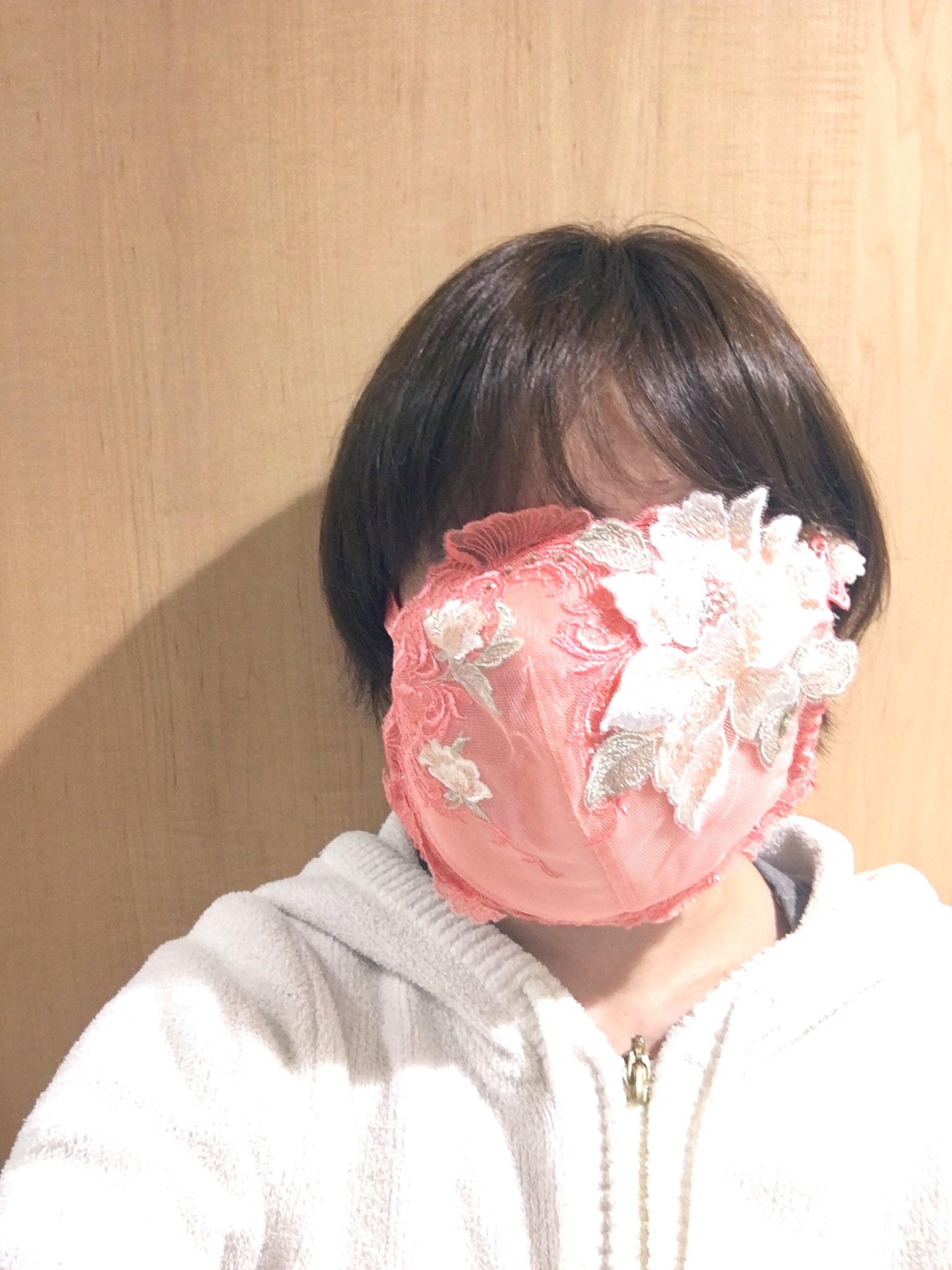 超正網紅櫻花妹DIY「胸罩口罩」吸粉關注 半路卻殺出「H奶」效仿笑翻網友:巨乳威嚴