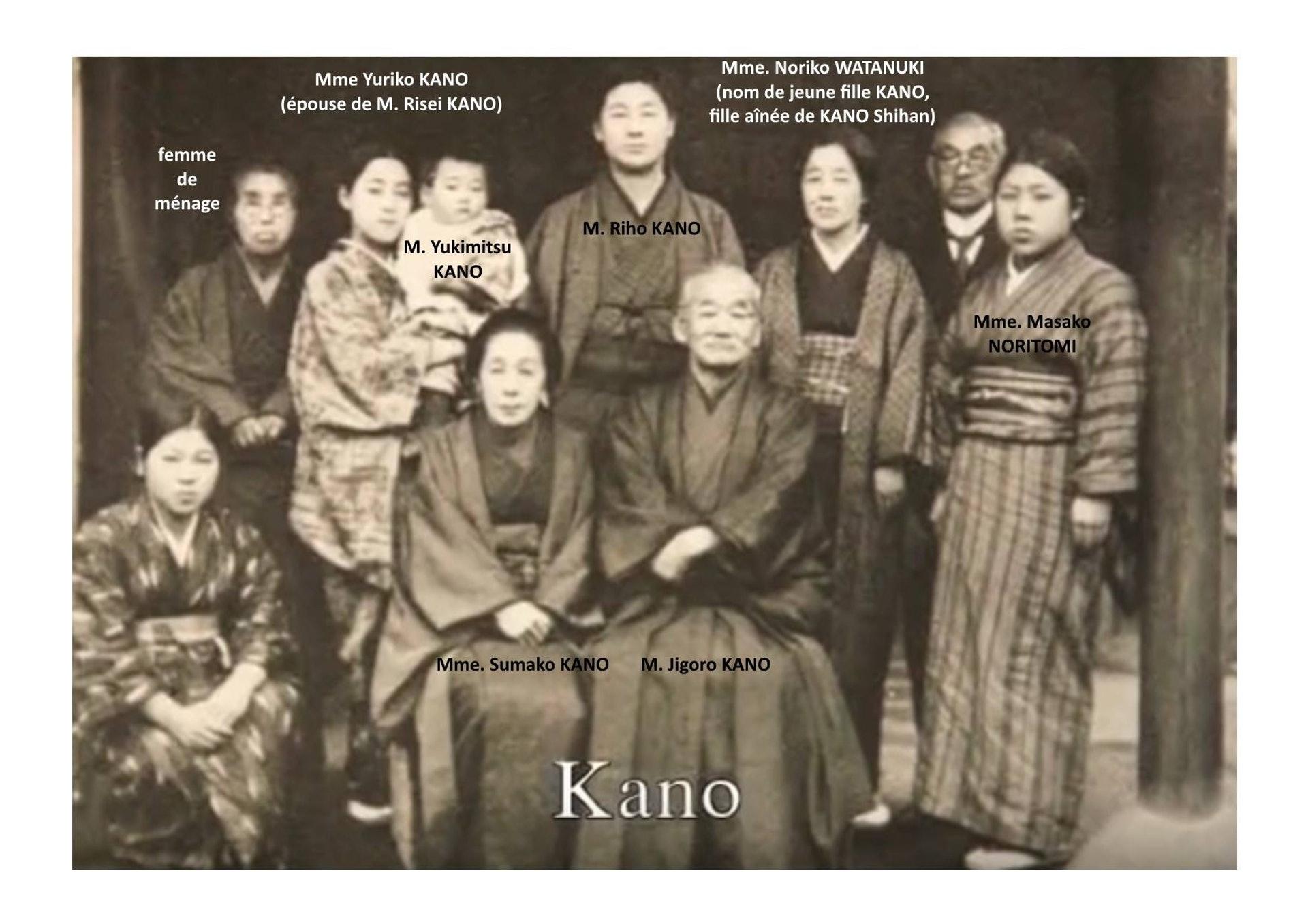 嘉納治五郎家庭照中,手抱嬰兒便是嘉納行光。(網上圖片)