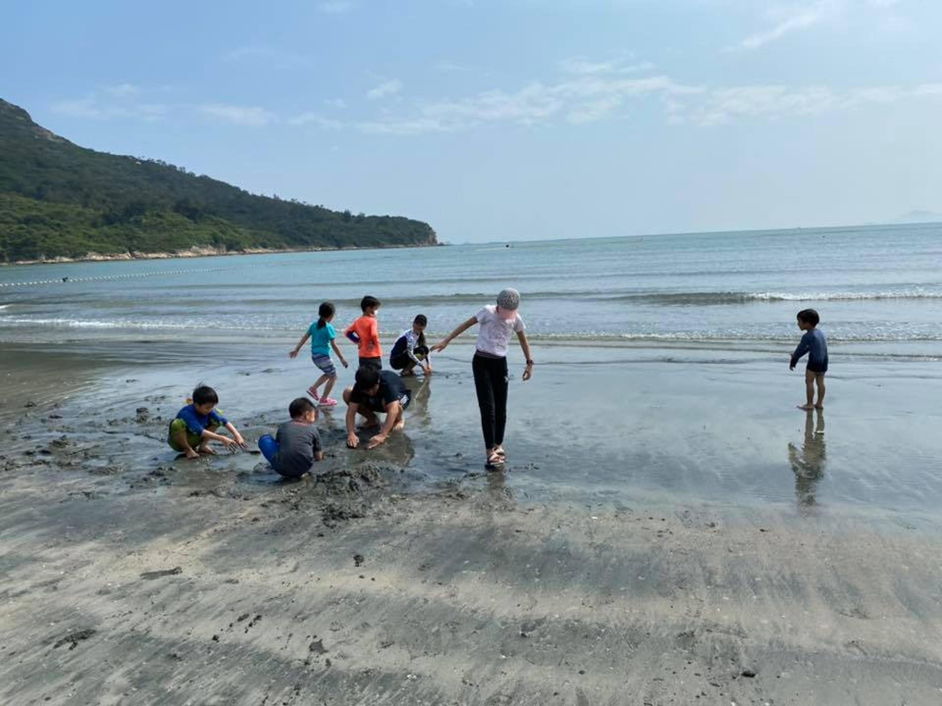 吳志堅指,今日由他及三名導師,帶領14名學童到大嶼山進行三日兩夜的露營活動。