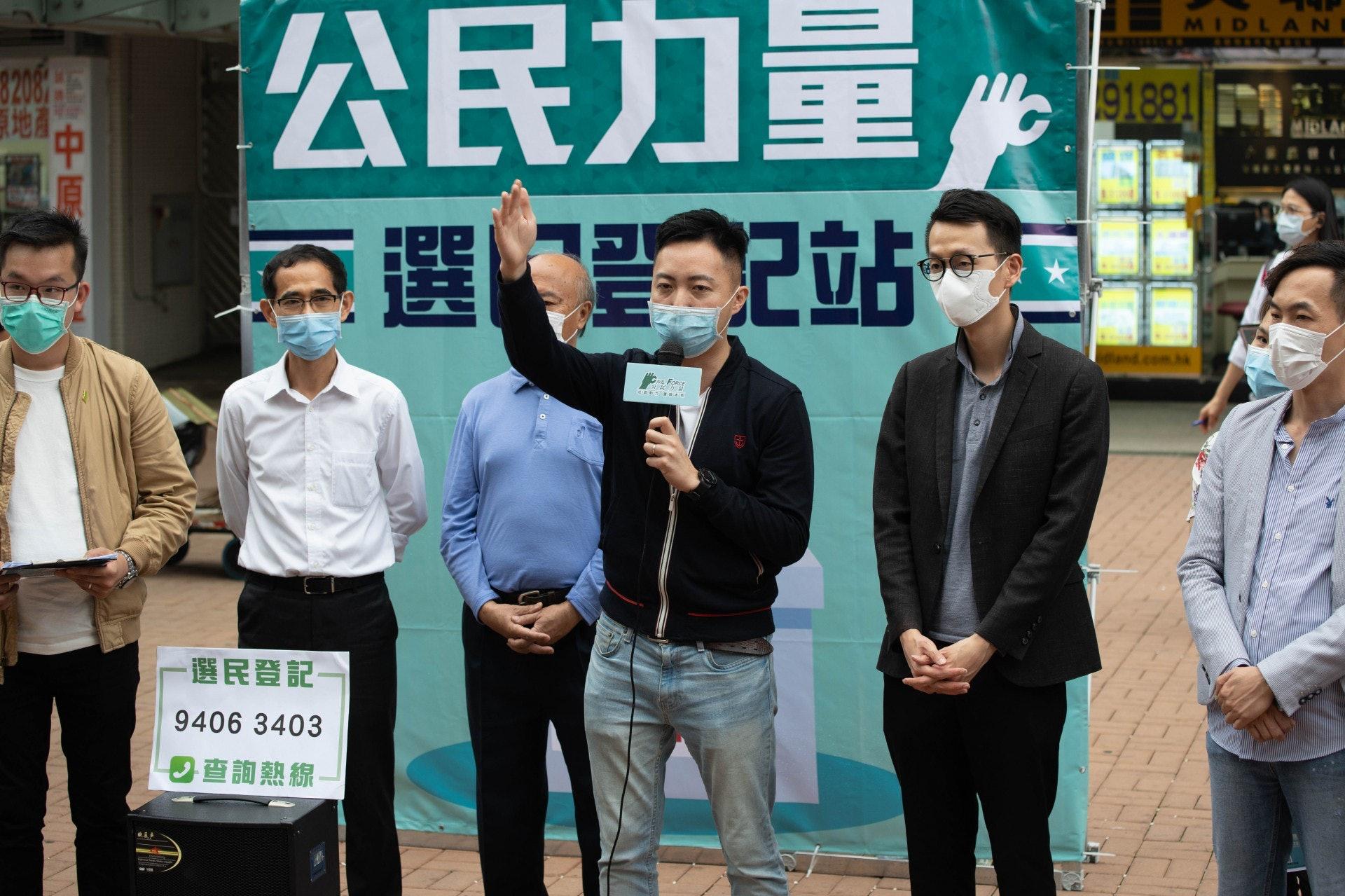 陳志豪(右二)表示,任何一個人在初選勝出,公民力量都會全力支持。(廖雁雄攝)
