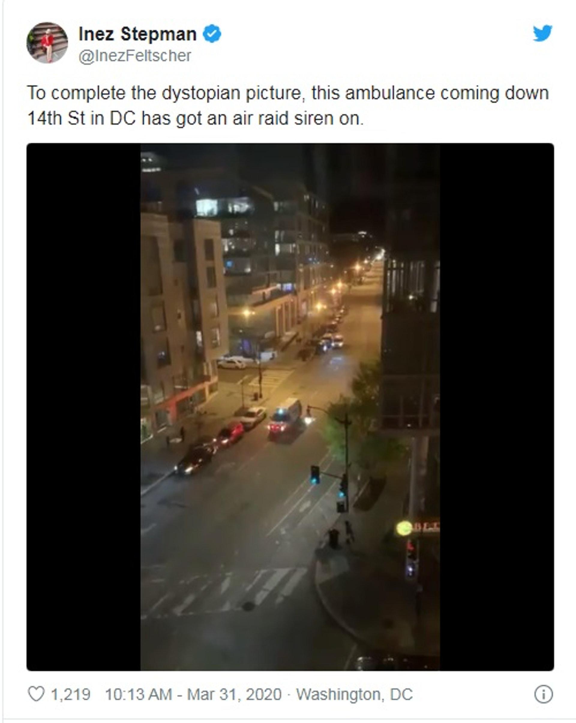 在上月,有民眾影到有救護車播放《國定殺戮日》中的聲音作為警報。(InezFeltscher Twitter 擷圖)
