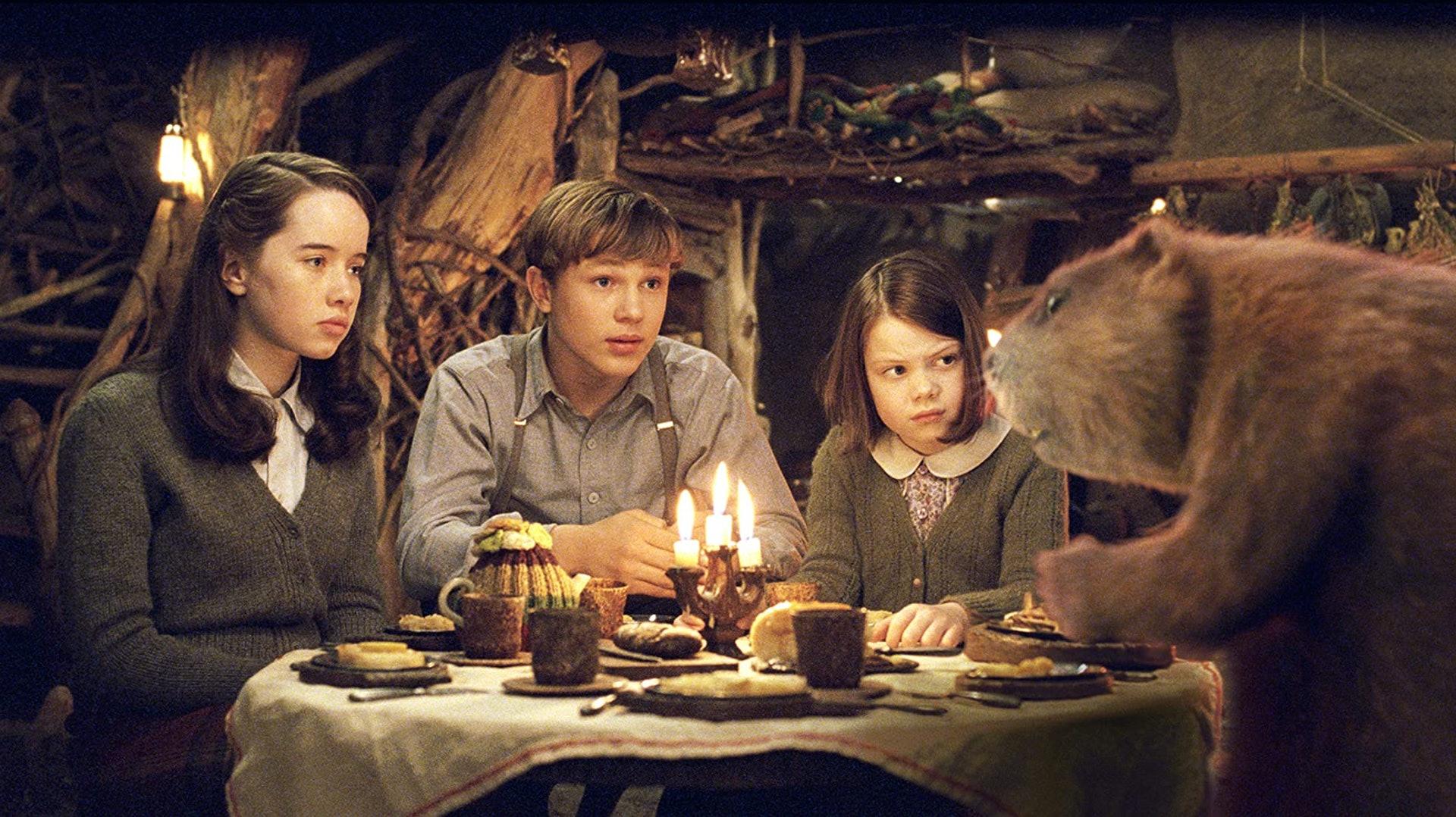 如今只有大哥、二家姐及細妹仍然是演員。(《魔幻王國:獅子·女巫·魔衣櫥》劇照)