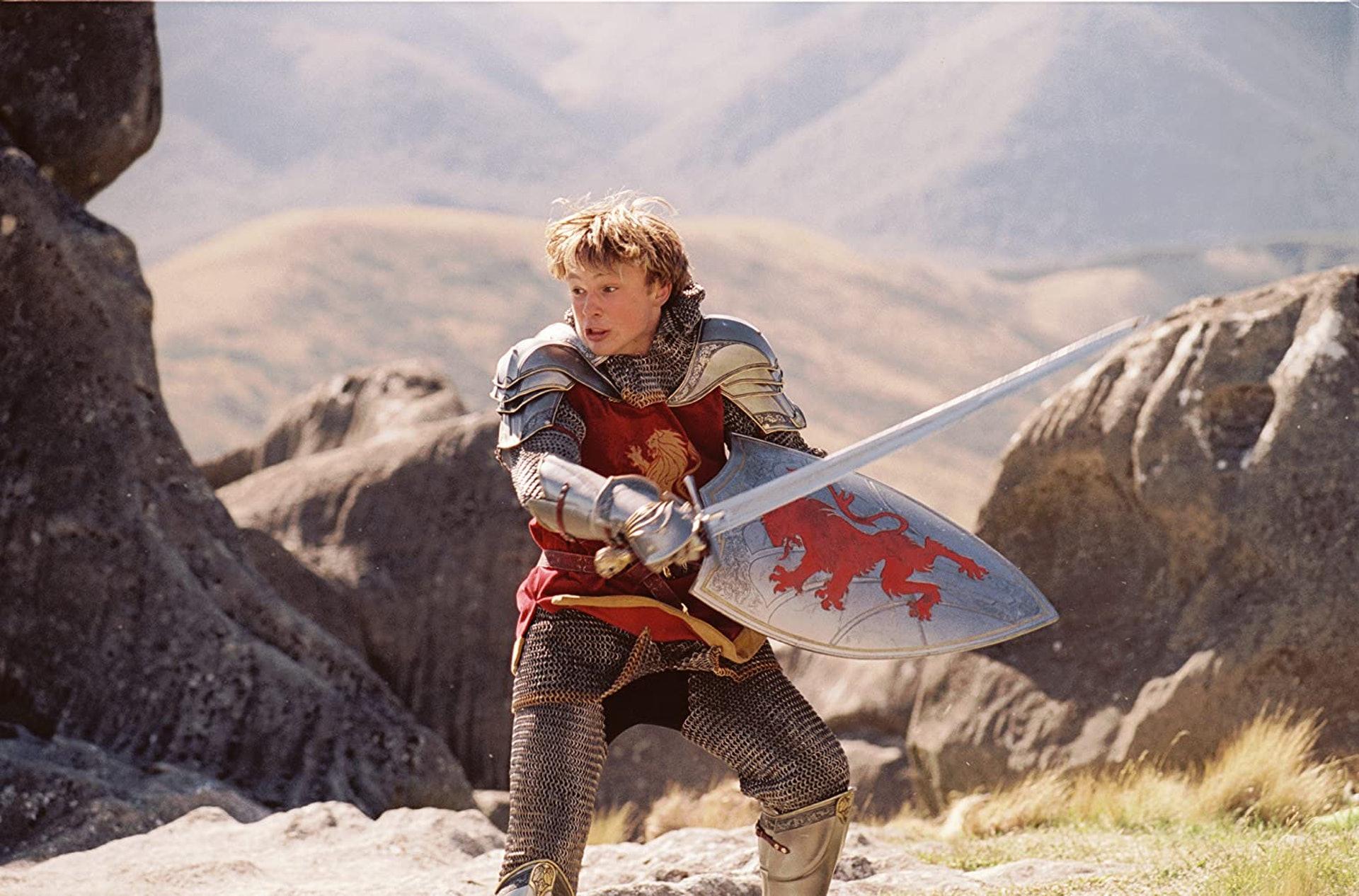 在戲中飾演Peter Pevensie的William Moseley,在《魔幻王國》系列後,都參演很多不同類型的作品。(《魔幻王國:獅子·女巫·魔衣櫥》劇照)