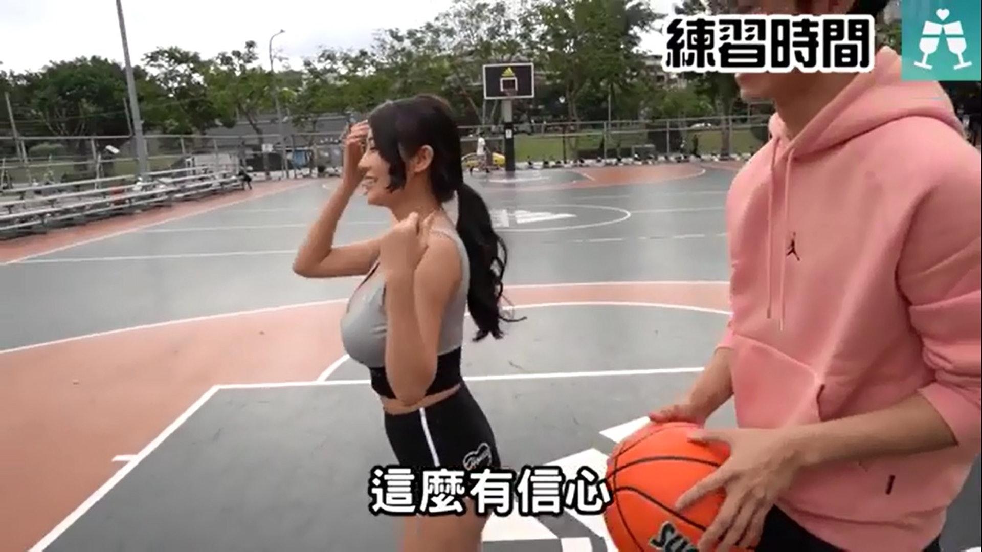 安希完全不會打籃球。(Instagram影片截圖@blackmancupid)