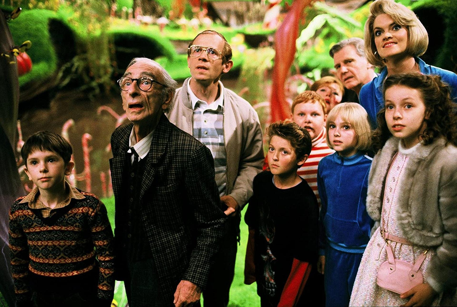 5位童星,最後只有飾演主角演Charlie Bucket的Freddie Highmore成功彈出。(《朱古力獎門人》劇照)