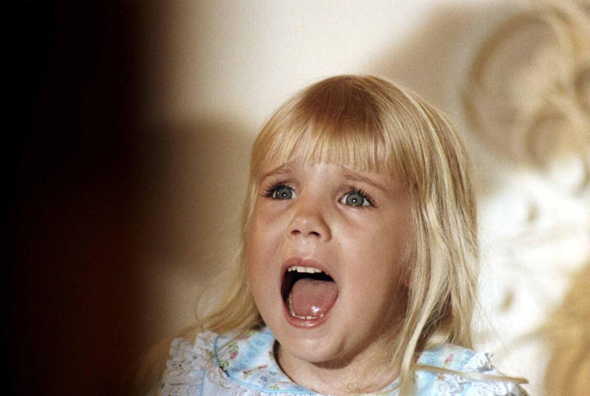 《鬼驅人》小演員Heather O'Rourke在拍攝第三集時突然死亡,終年12歲。(網上圖片)。(《鬼驅人》劇照)