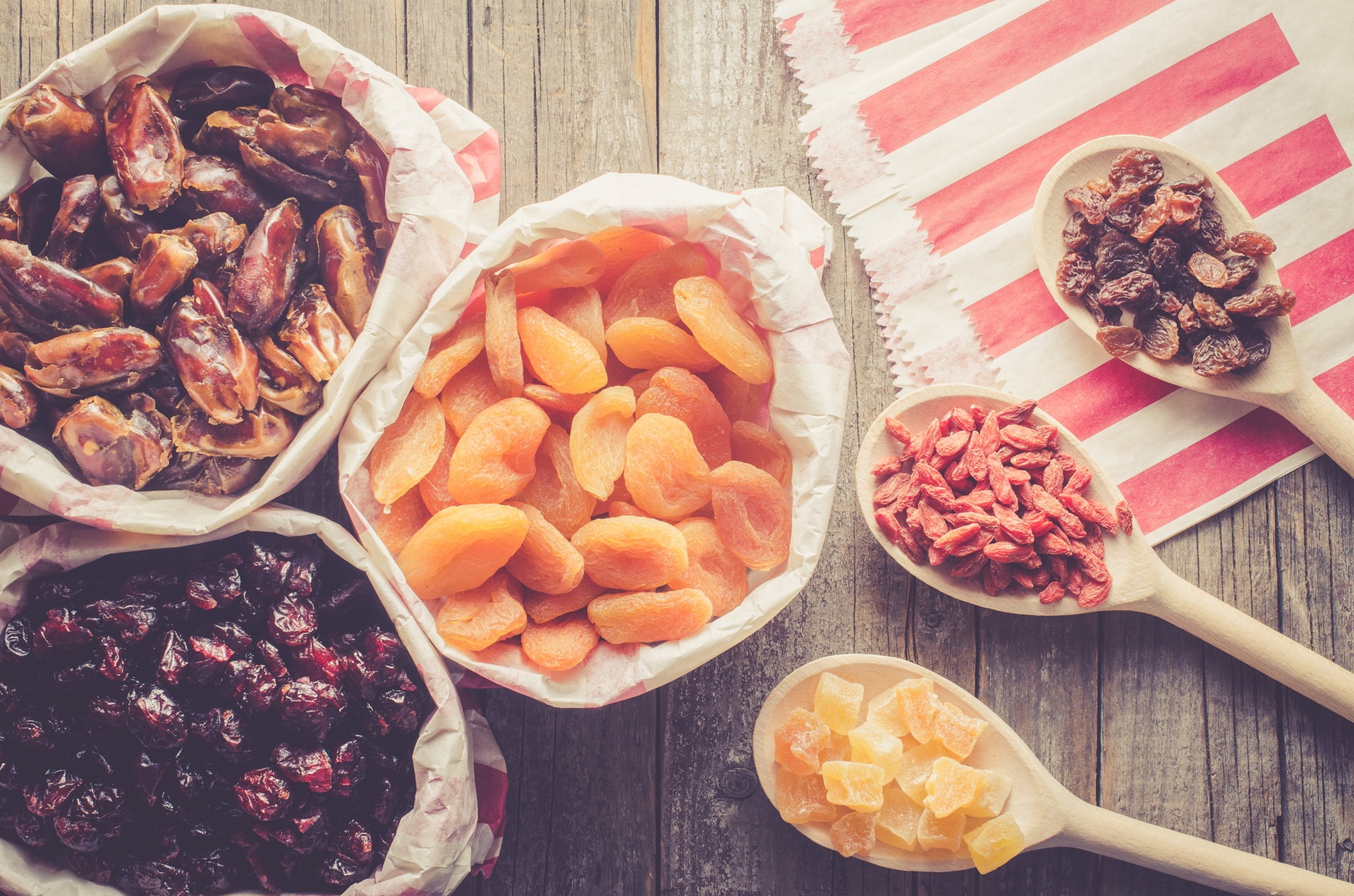 無花果乾、杏脯乾、西梅乾等都屬於高纖乾果。(istock)
