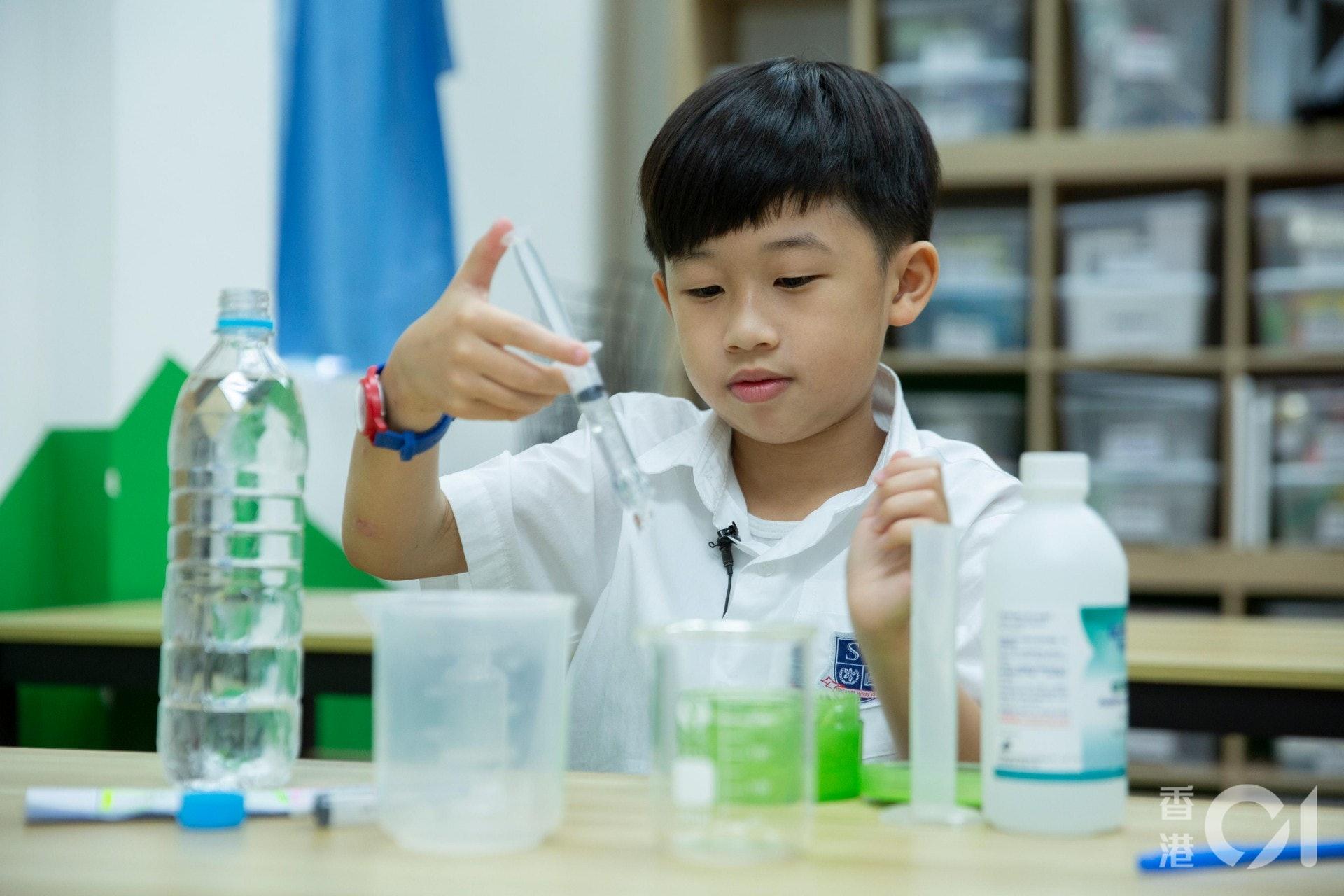 小一學生全佑男:「留咗屋企幾個月,好悶,希望可以見返同學或者老師。」(龔嘉盛攝)