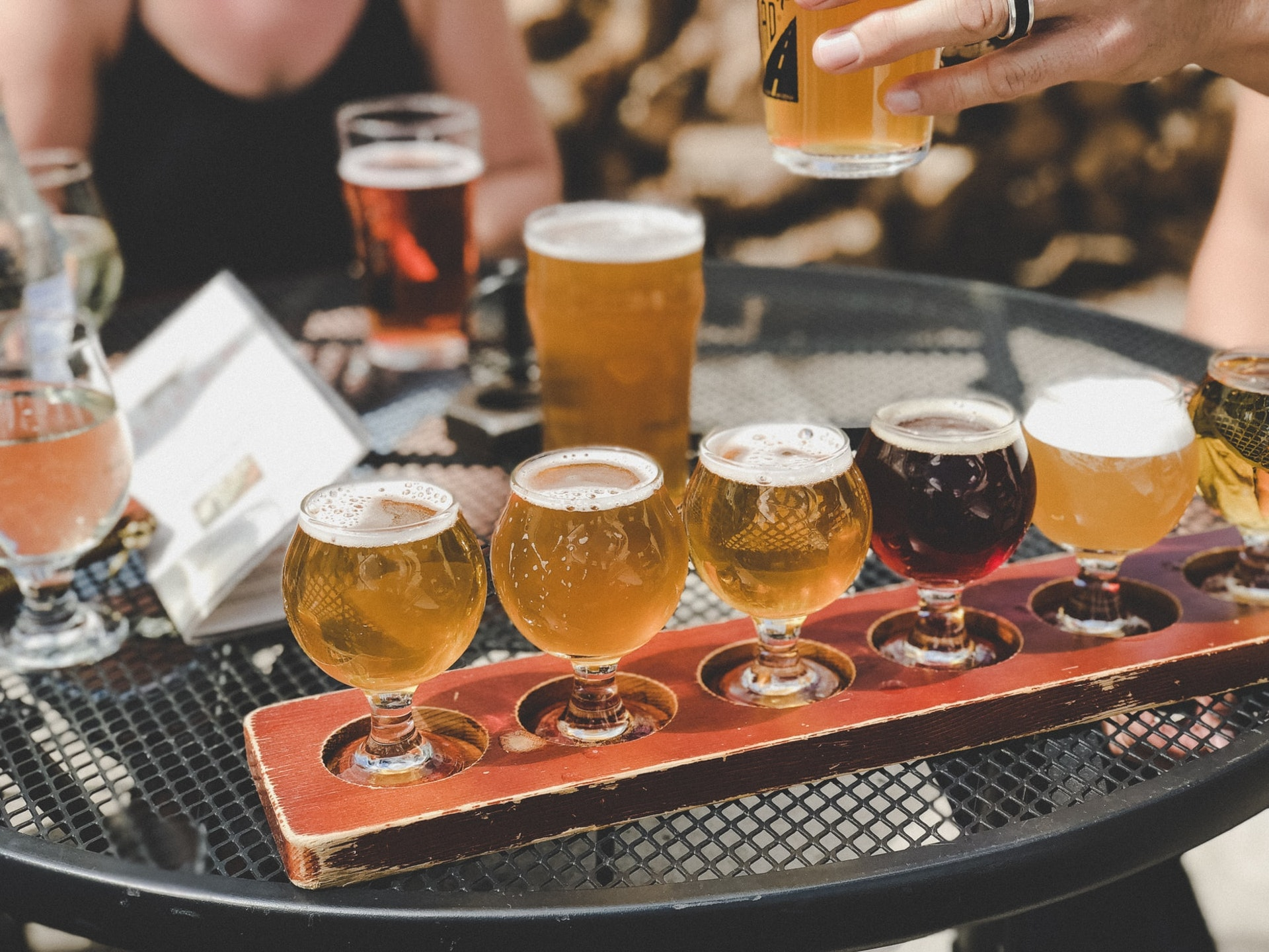 烘焙程度愈高,麥芽及所釀出來的啤酒顏色則愈深,而口味也更為濃郁,正是黑啤的由來。(圖片來源:Unsplash@tata186)