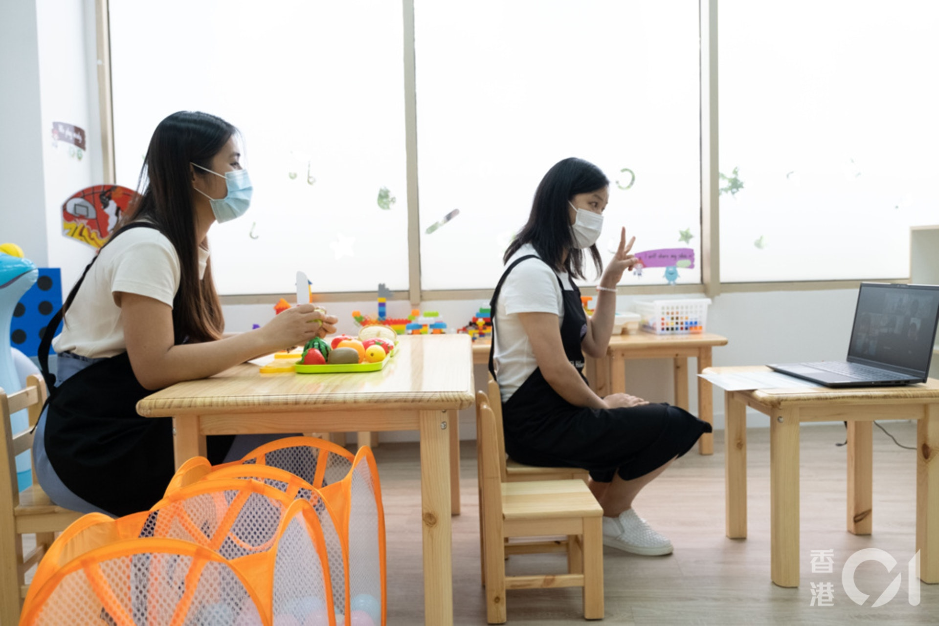 德萃幼稚園周五是德育課、生日會、服裝派對或口語訓練等。(盧翊銘攝)