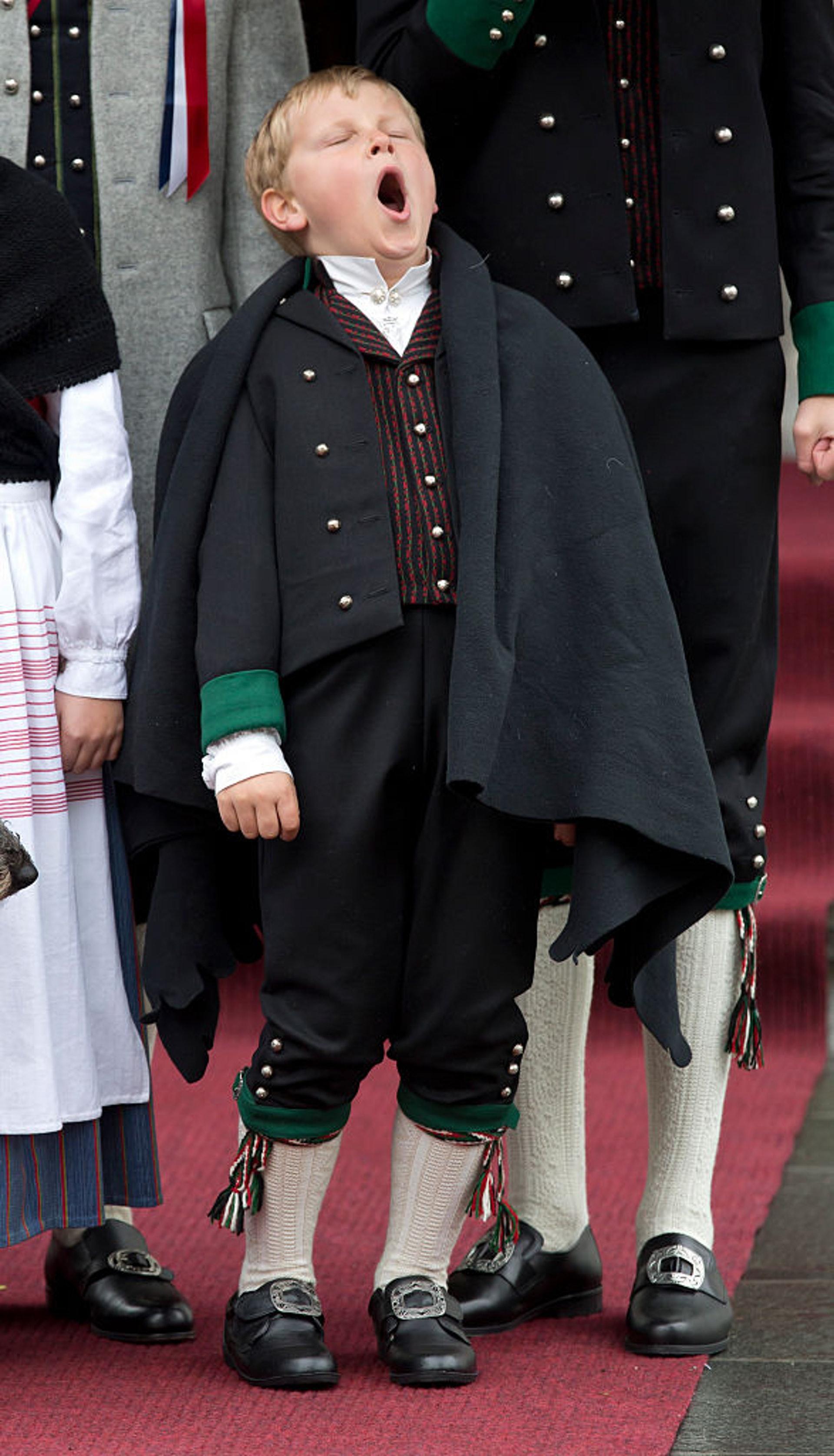 斯維爾王子經常在公開活動時打呵欠。