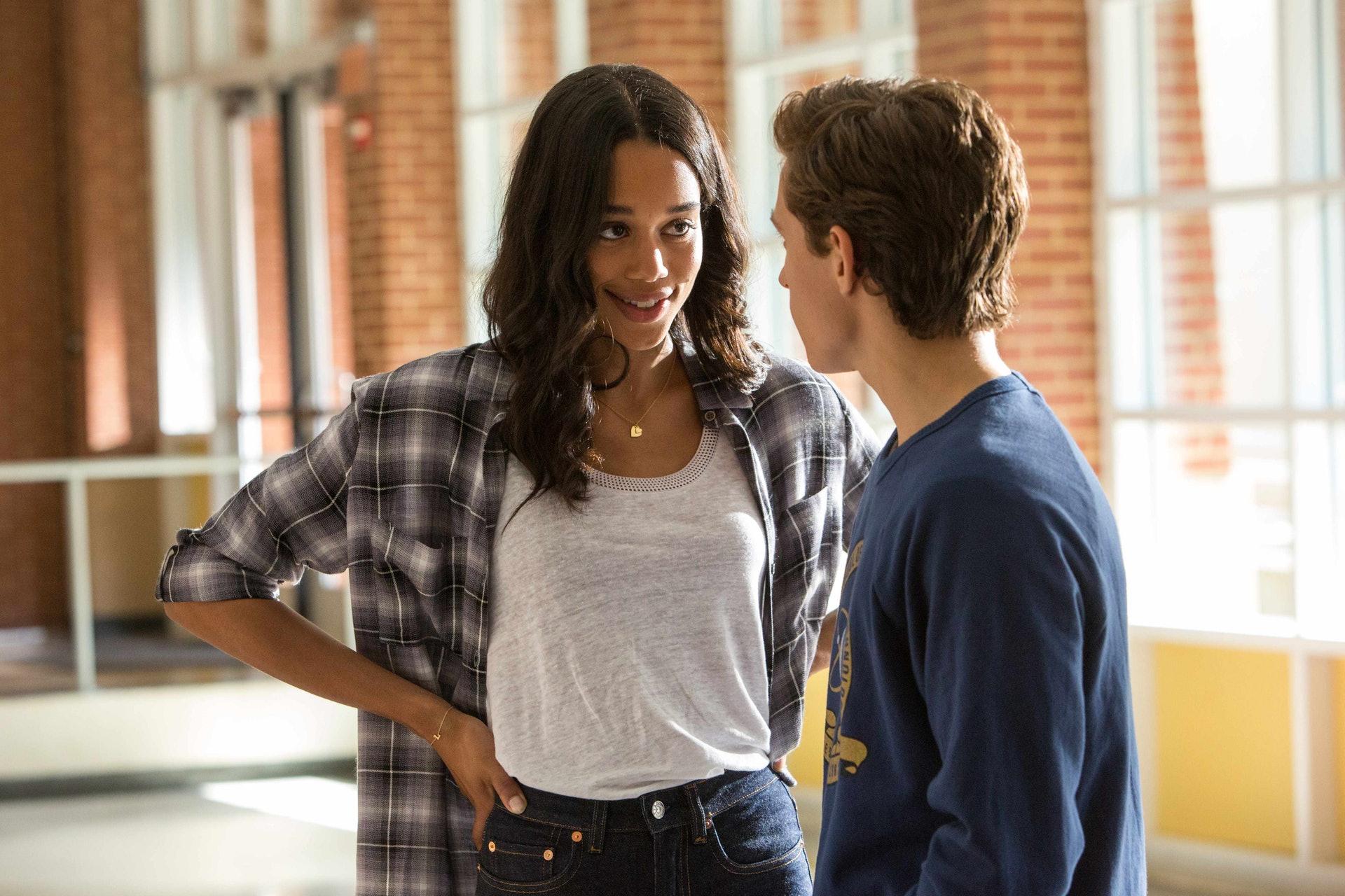 Peter仔暗戀高年級師姊兼問答隊隊長Liz。(《蜘蛛俠:強勢回歸》劇照)