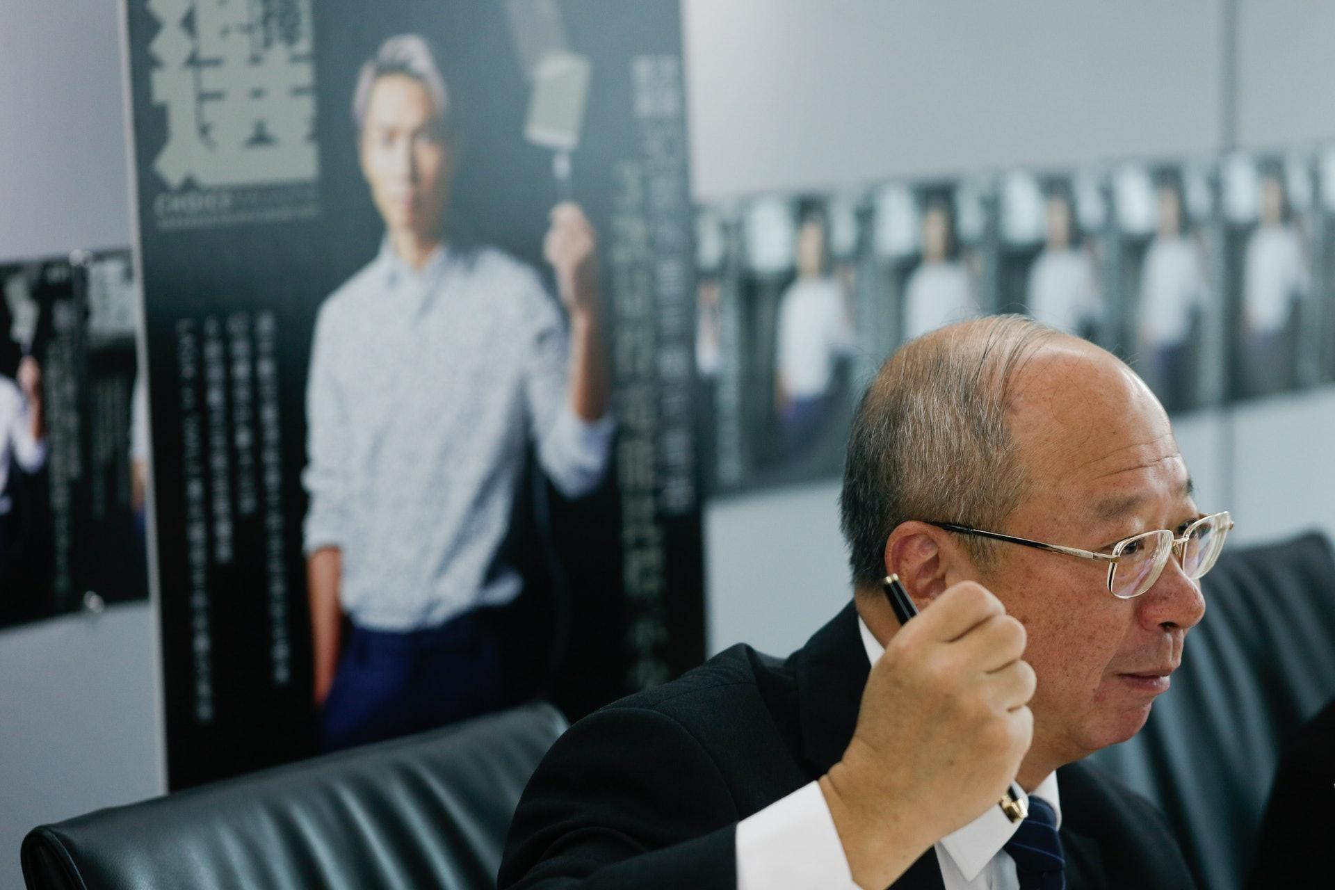 在消委會在最新一期《選擇》月刊中,比較62個樓按計劃,發現部分「發展商按揭」的總開支,隨時較一般銀行按揭高5成。(江智騫攝)