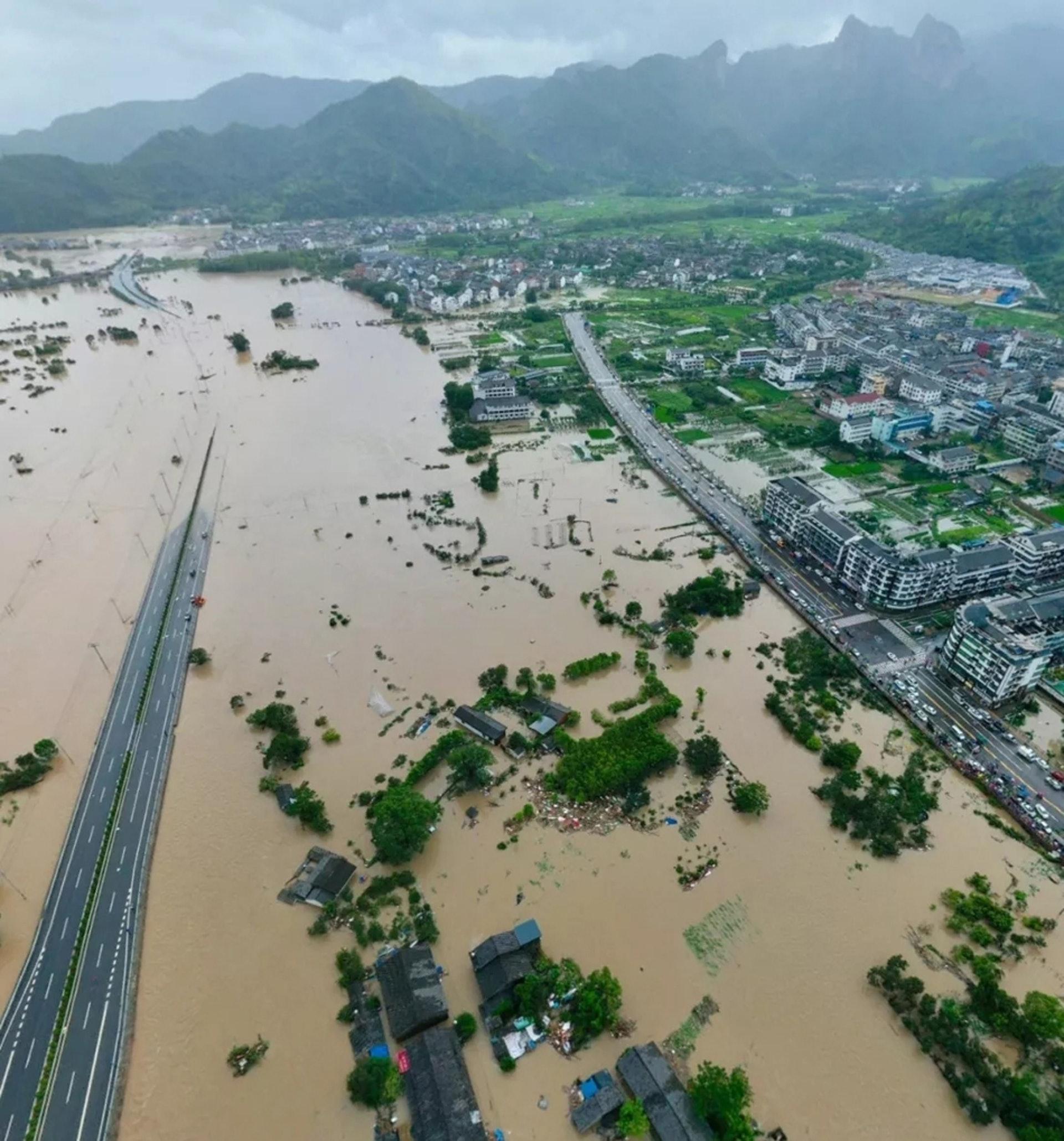 山早村被洪水淹沒。(澎湃新聞)