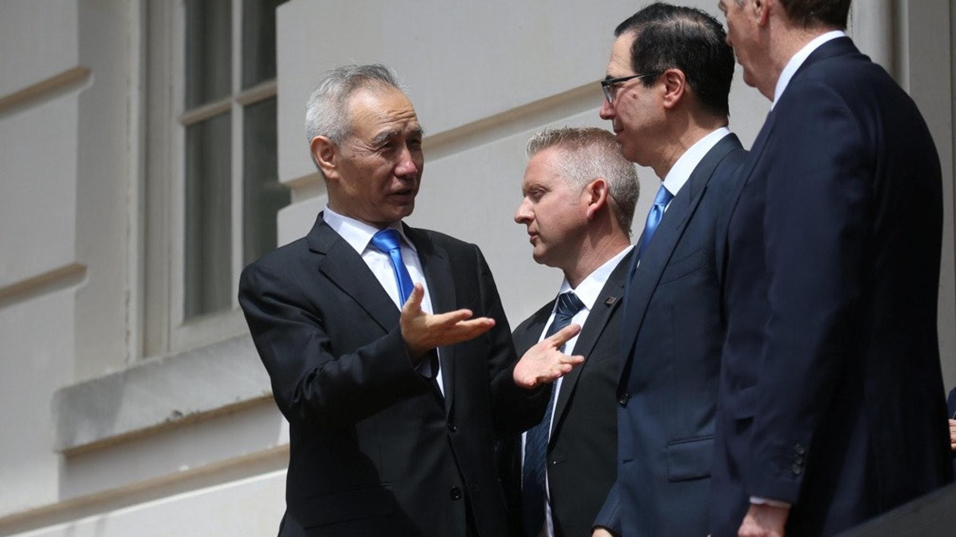 中美原计划于9月份在华盛顿举行新一轮贸易谈判,但是中美两国代表通话后一致同意,将谈判推迟到10月份举行。