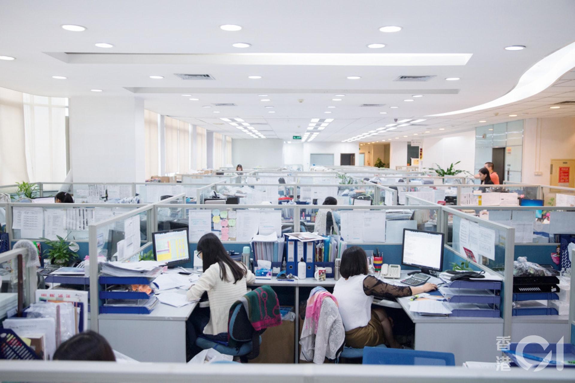 不少研究指出,下一輪科技變革可減少知識型工作者的工作量同時提高產出,社會早晚要面對重整工時的議題。(資料圖片/梁鵬威攝)