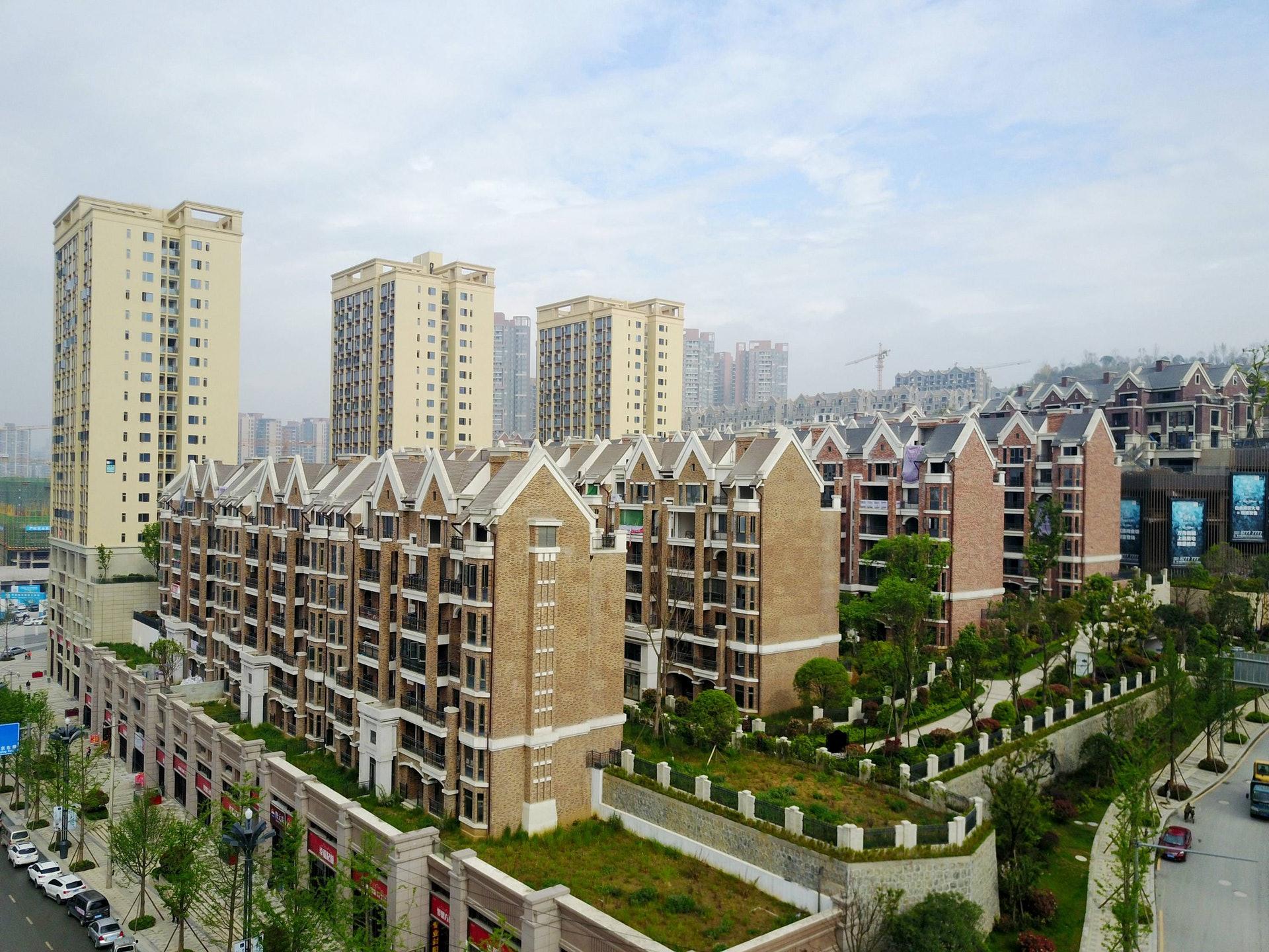 北京時間2017年4月18日,中國貴州貴陽的一處商品房小區。(新華社)