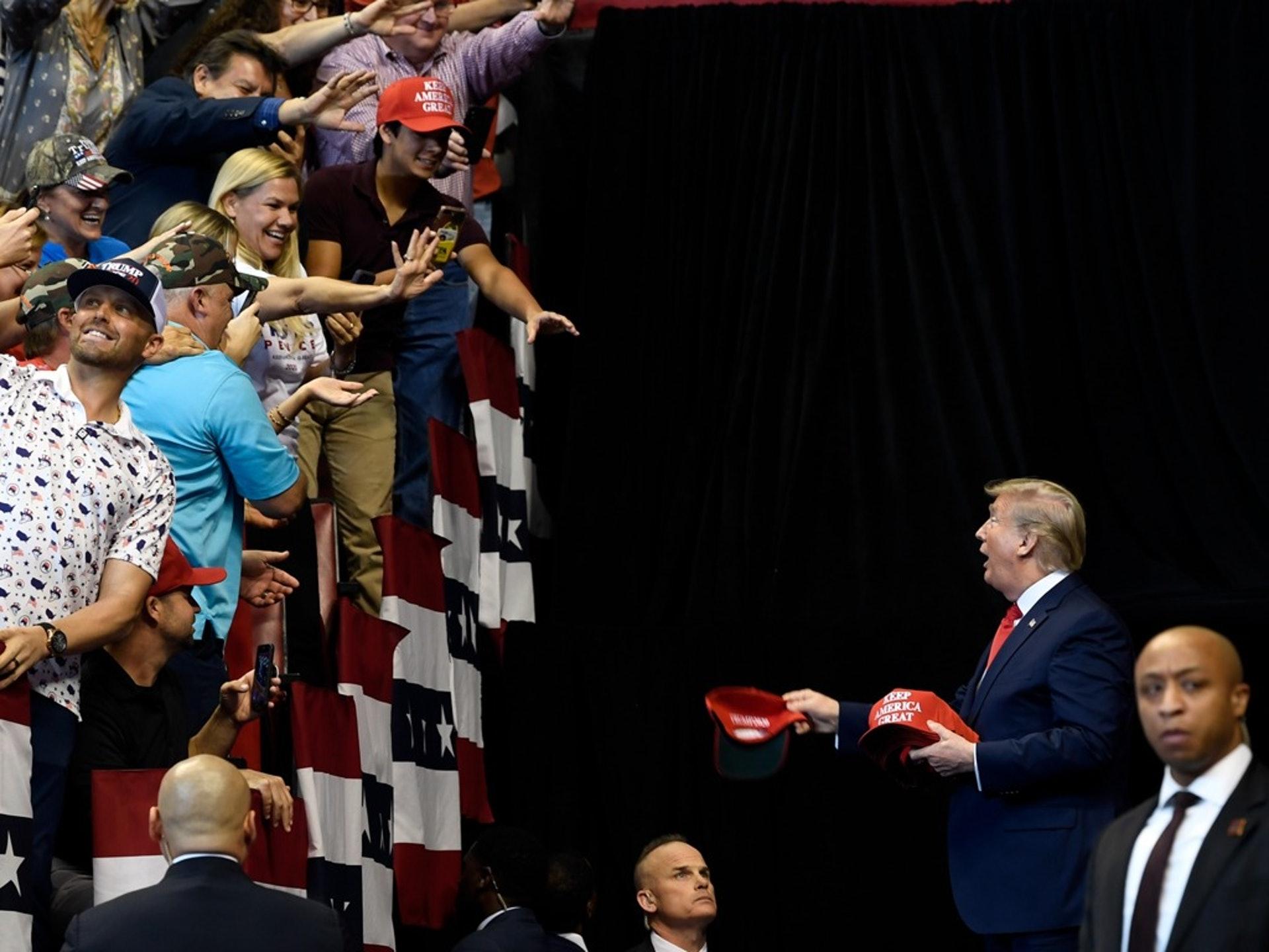 11月26日,美國總統特朗普在佛羅里達州出席政治集會,之後他開始在該州的海湖莊園度過感恩節。(AP)