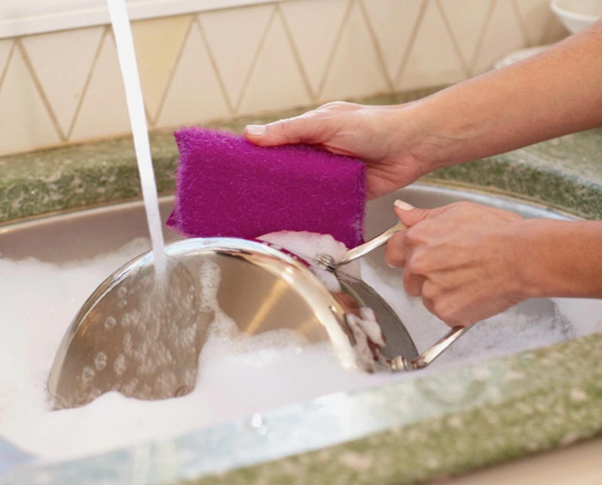 用錯誤方法清潔會令到百潔布的壽命變短。