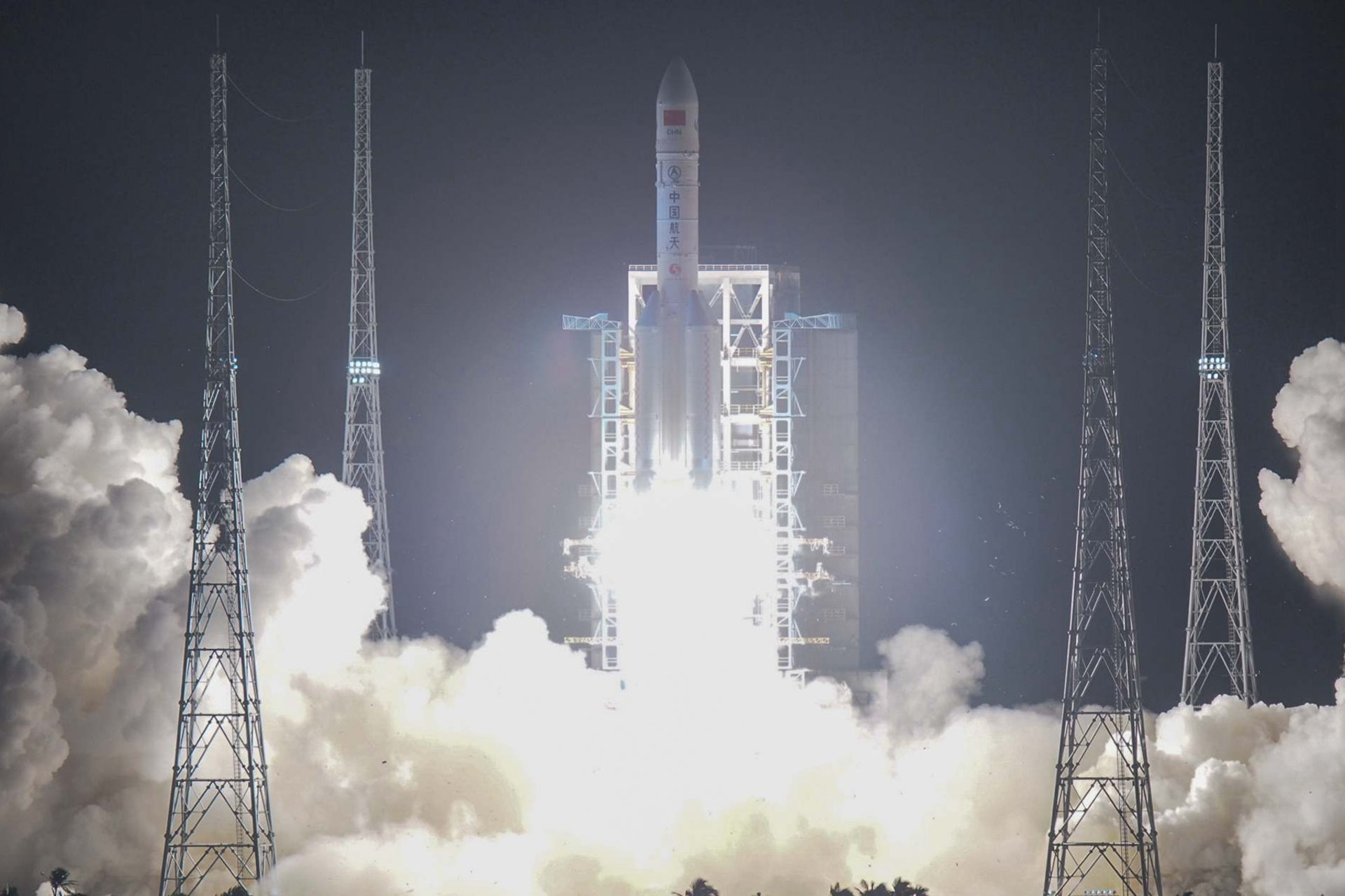 """""""长征五号""""重型火箭第三次发射成功,将开启中国太空探索新纪元。(VCG)"""