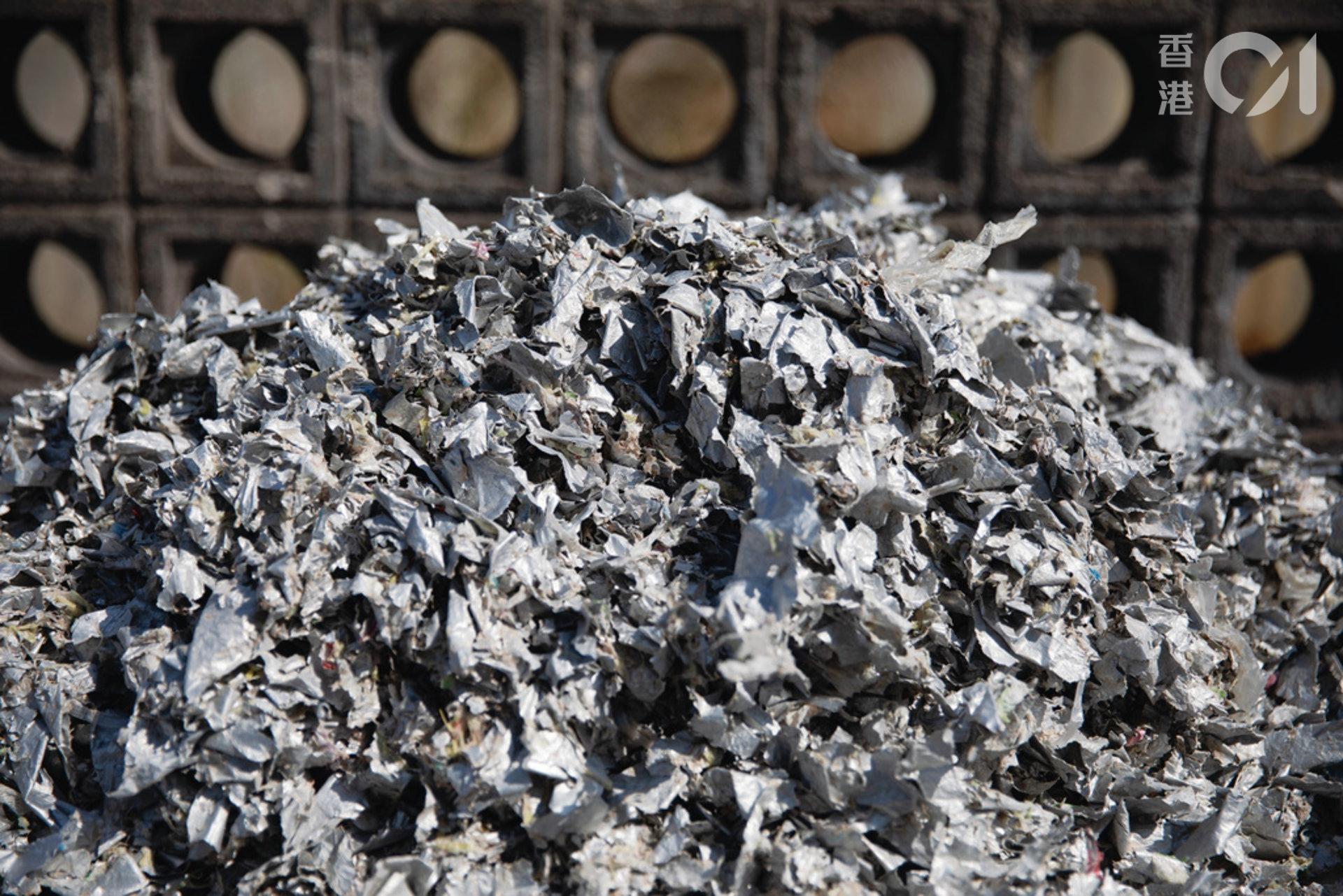 廠房內的大型水漿機,可分揀出紙包飲品盒中的鋁箔等雜質。