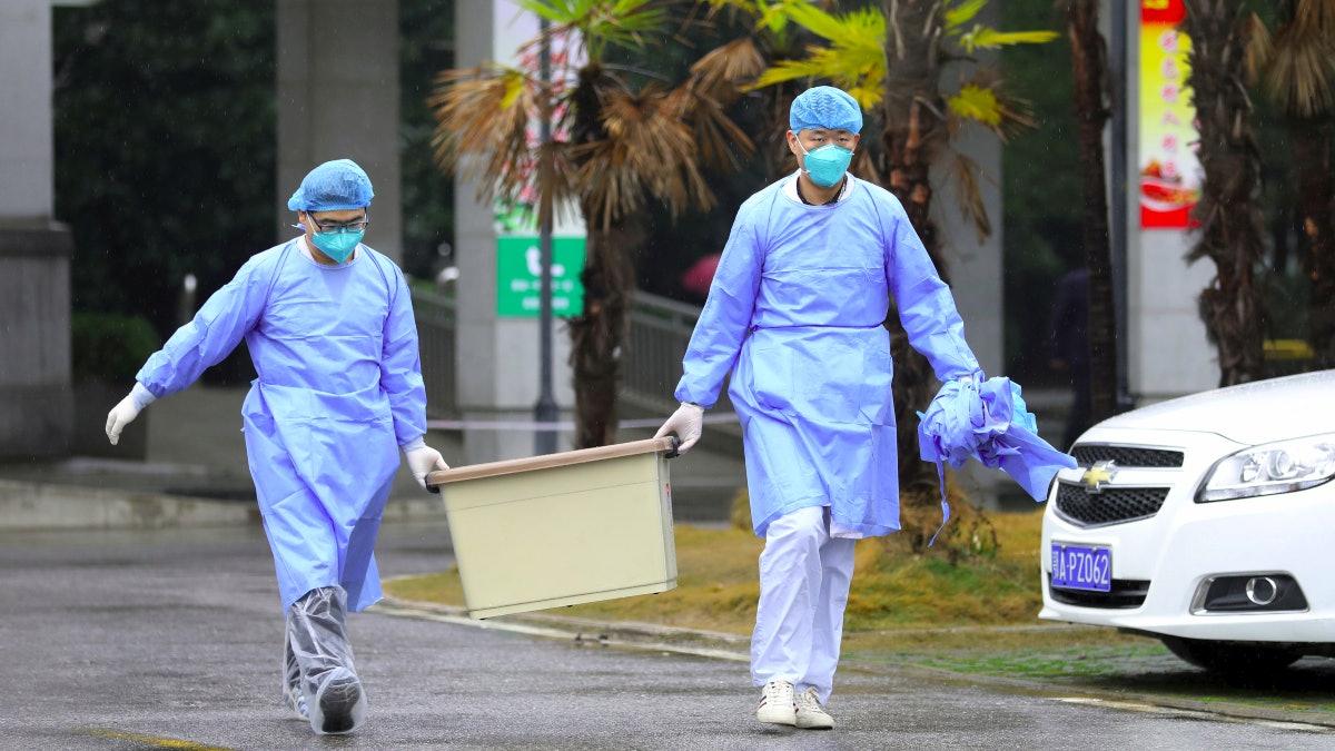 【武漢肺炎】世衛專家到達武漢視察稱至少出現部分人傳人情況 - 香港01