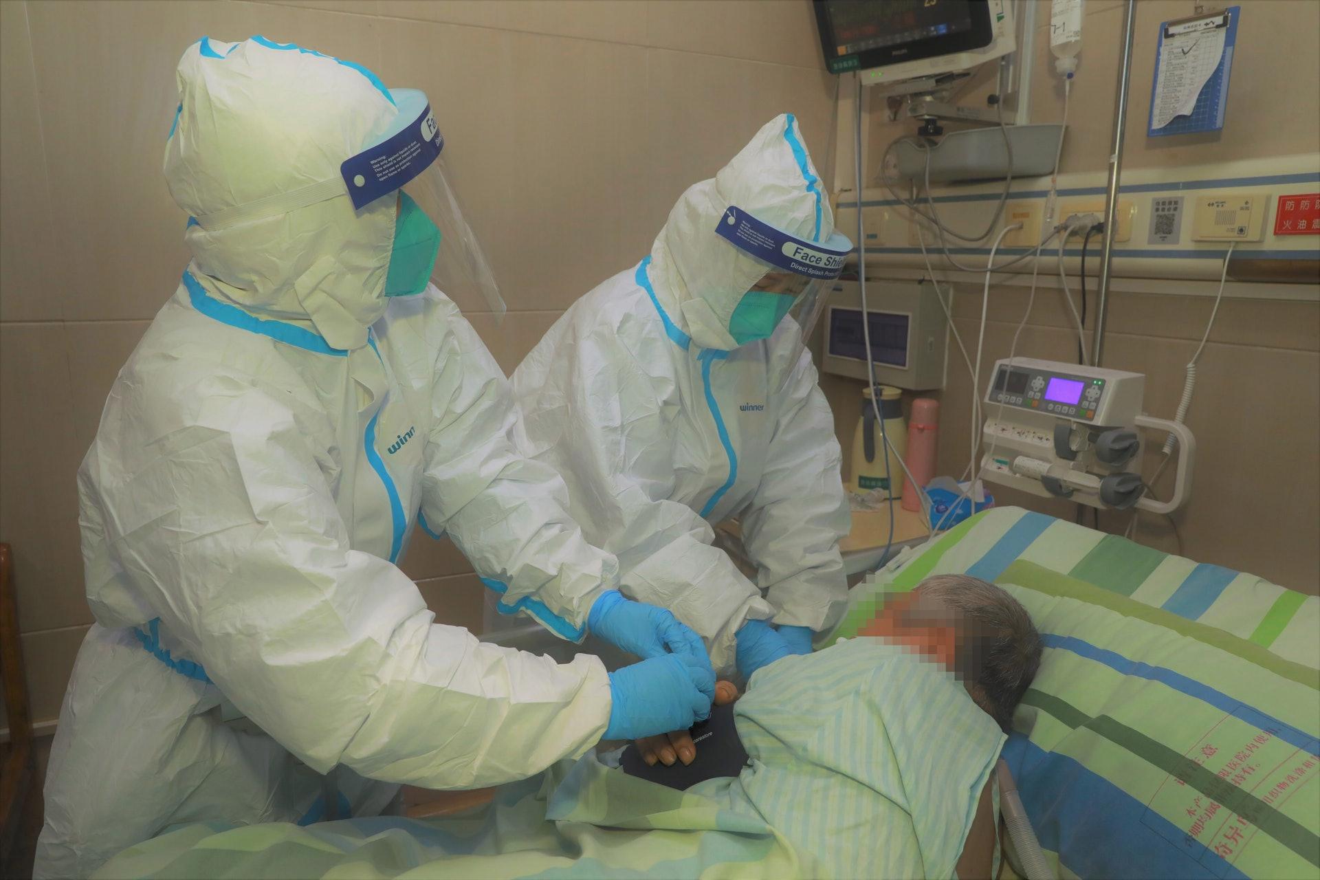 武漢大學中南醫院救治新型冠狀病毒感染的肺炎患者。(中新社)