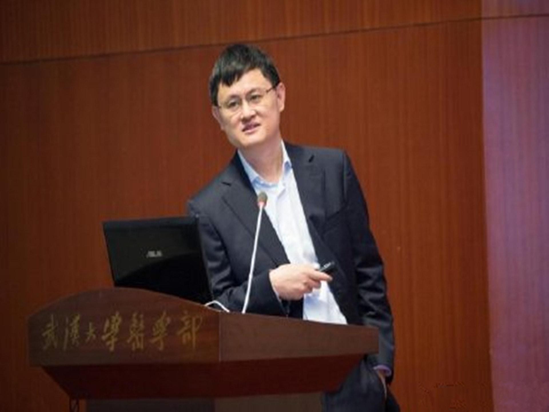 王延轶的丈夫舒红兵,目前担任武汉大学副校长。(微博@CECEDADA)