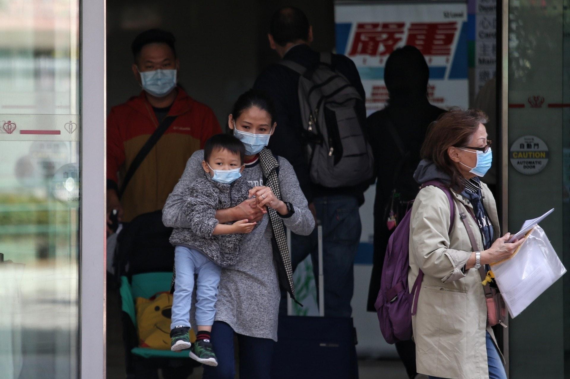 因應新冠肺炎的爆發,市民人心惶惶,但目前仍未研發出可用的疫苗及藥物。(資料圖片/梁鵬威攝)